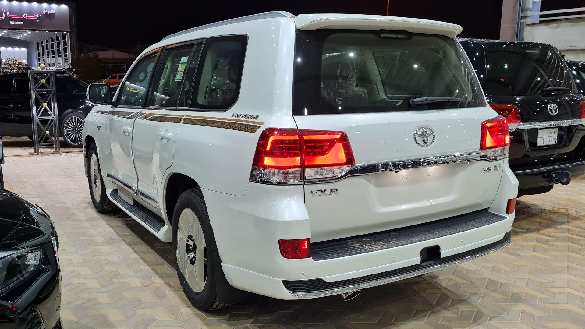 تويوتا لاندكروزر VXR فل 2021 دبل بريمي جديد للبيع في الرياض - السعودية - صورة كبيرة - 5