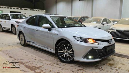 سيارة تويوتا كامري  2021   GLE  هايبرد  سعودي اللون أسود  للبيع