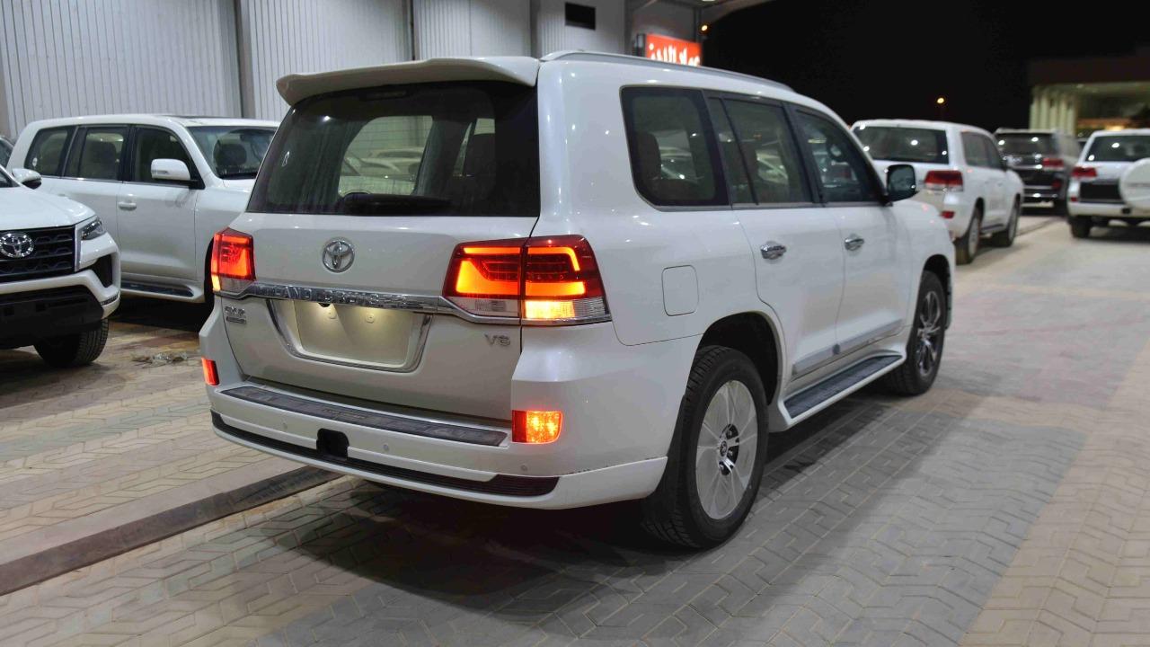 تويوتا لاندكروزر GXR تورنج  (2021 ) 6 سلندر بنزين   جلد داخل بيج  خليجي جديد للبيع في الرياض - السعودية - صورة كبيرة - 4