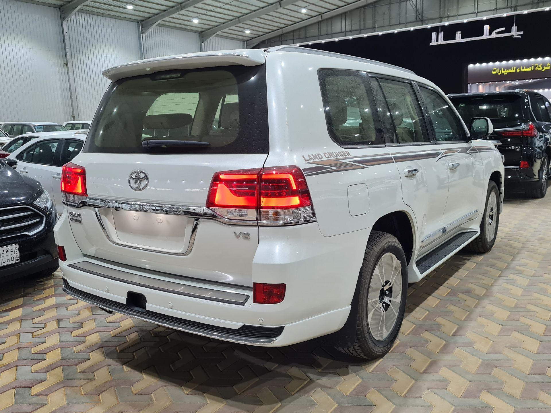 تويوتا لاندكروزر GXR قراند تورنق فل دبل 2021 بريمي جديد للبيع في الرياض - السعودية - صورة كبيرة - 5