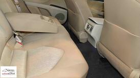 تويوتا كامري 2021 جنوط LE بنزين سعودي  اللون رمادي  للبيع في الرياض - السعودية - صورة صغيرة - 9