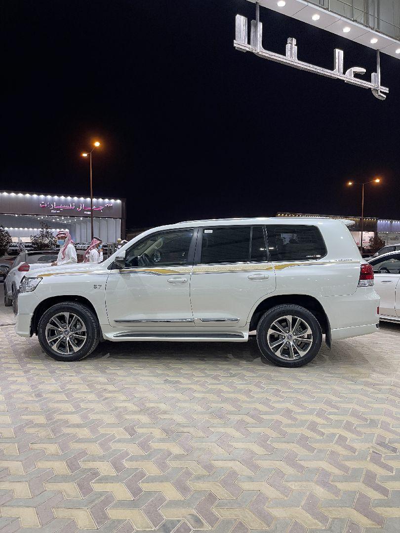 تويوتا لاندكروزر VXR1  2017 نص فل للبيع في الرياض - السعودية - صورة كبيرة - 2