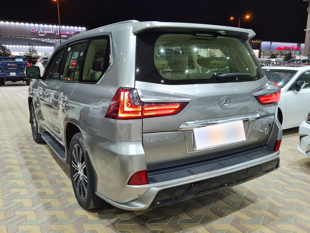 لكزس LX 570-SS Sport كويتي 2020 فل للبيع في الرياض - السعودية - صورة كبيرة - 5