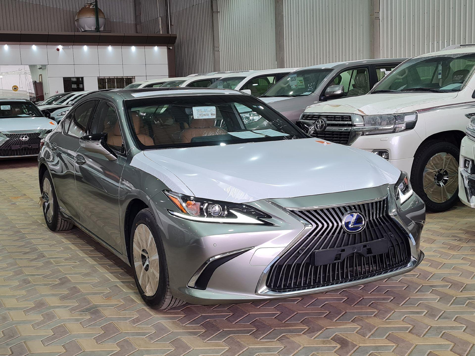 لكزس ES 300H  ستاندر 2021 سعودي جديد للبيع في الرياض - السعودية - صورة كبيرة - 4