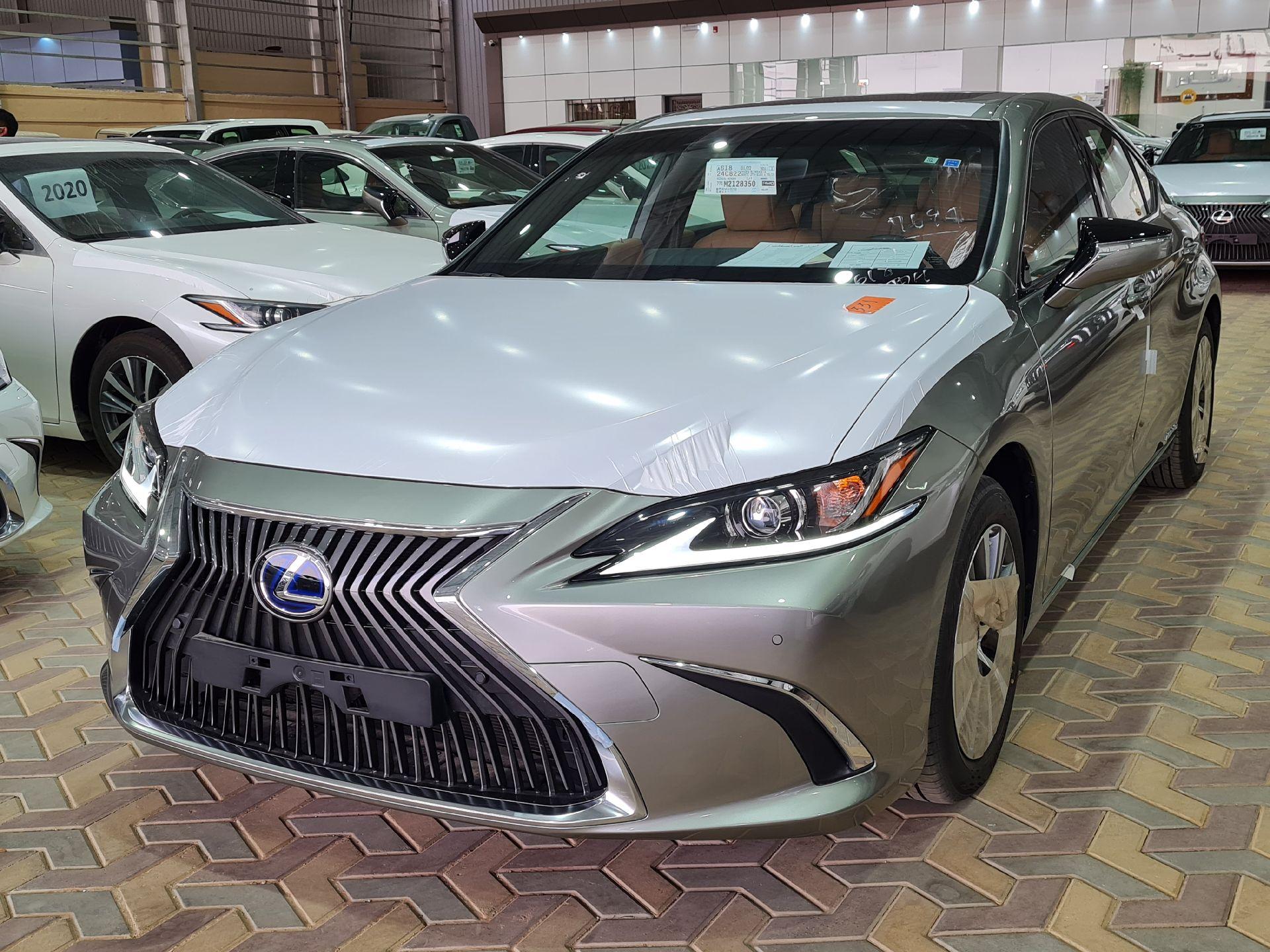 لكزس ES 300H  ستاندر 2021 سعودي جديد للبيع في الرياض - السعودية - صورة كبيرة - 1