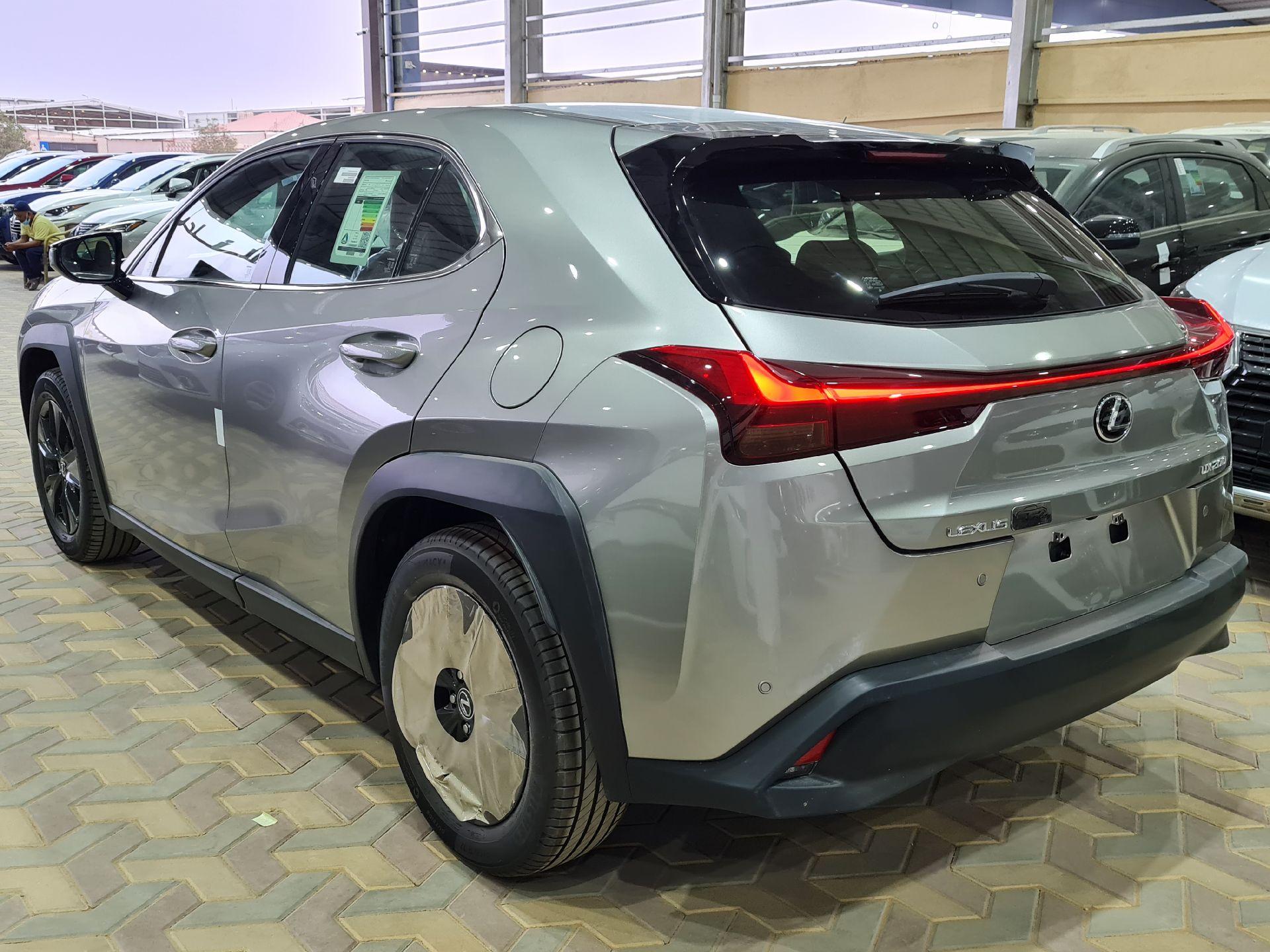 لكزس UX 200-AA Elegant ستاندر 2021 سعودي جديد للبيع في الرياض - السعودية - صورة كبيرة - 7
