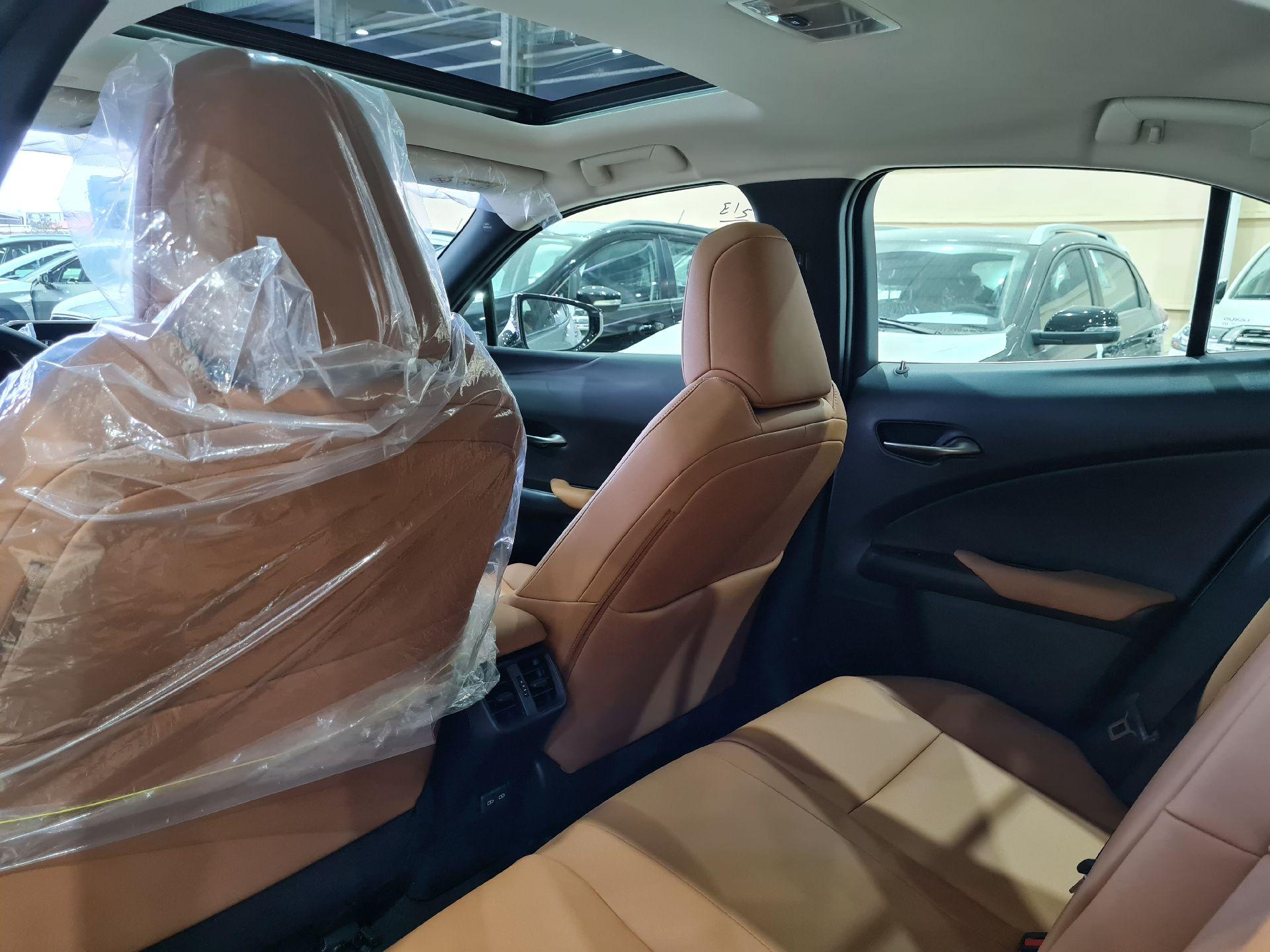 لكزس UX 200-AA Elegant ستاندر 2021 سعودي جديد للبيع في الرياض - السعودية - صورة كبيرة - 8