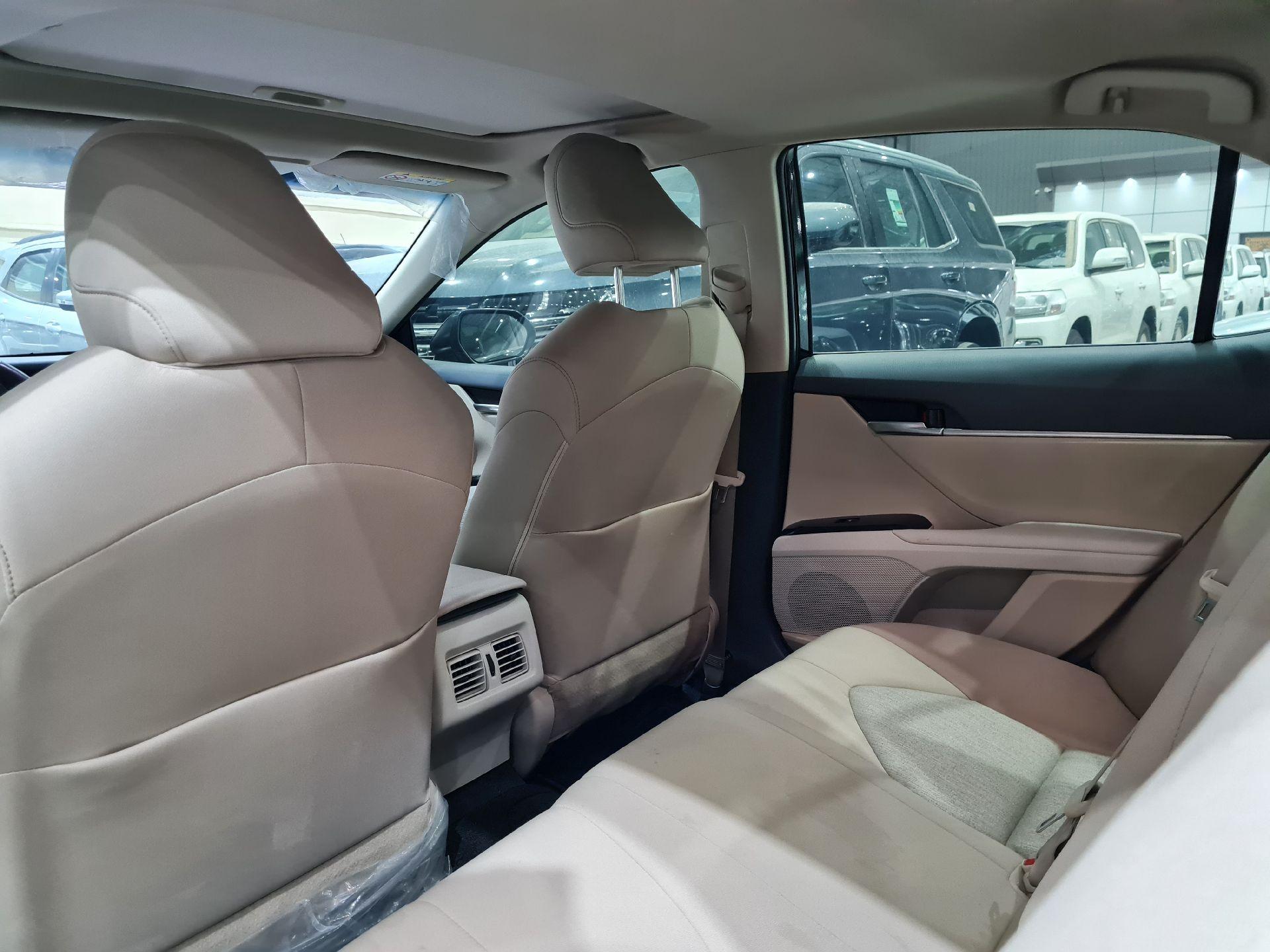 تويوتا كامري GLE سعودي 2019 فل للبيع في الرياض - السعودية - صورة كبيرة - 9