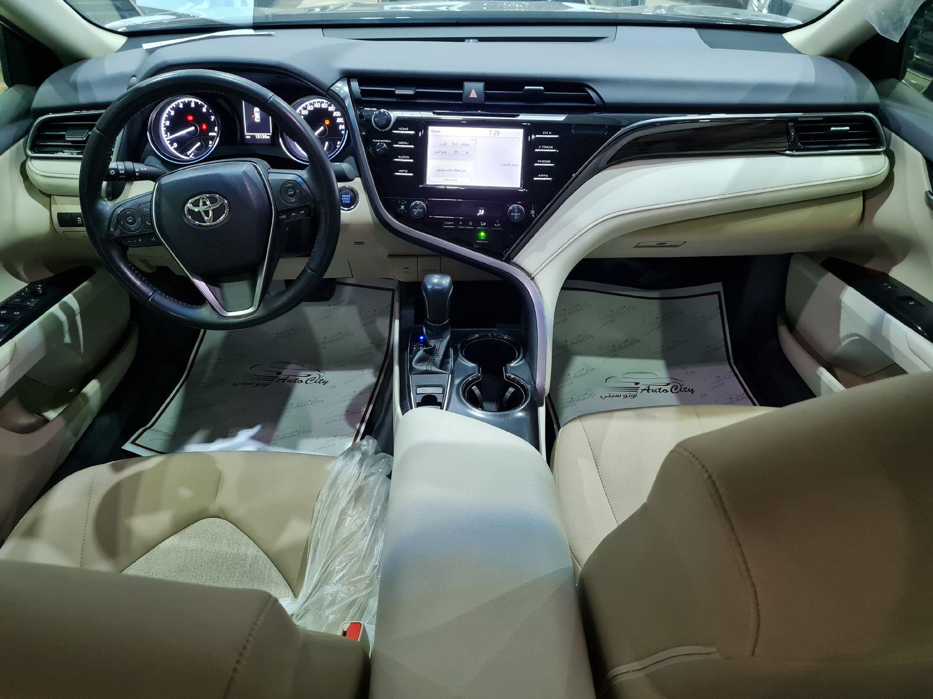 تويوتا كامري GLE سعودي 2019 فل للبيع في الرياض - السعودية - صورة كبيرة - 10