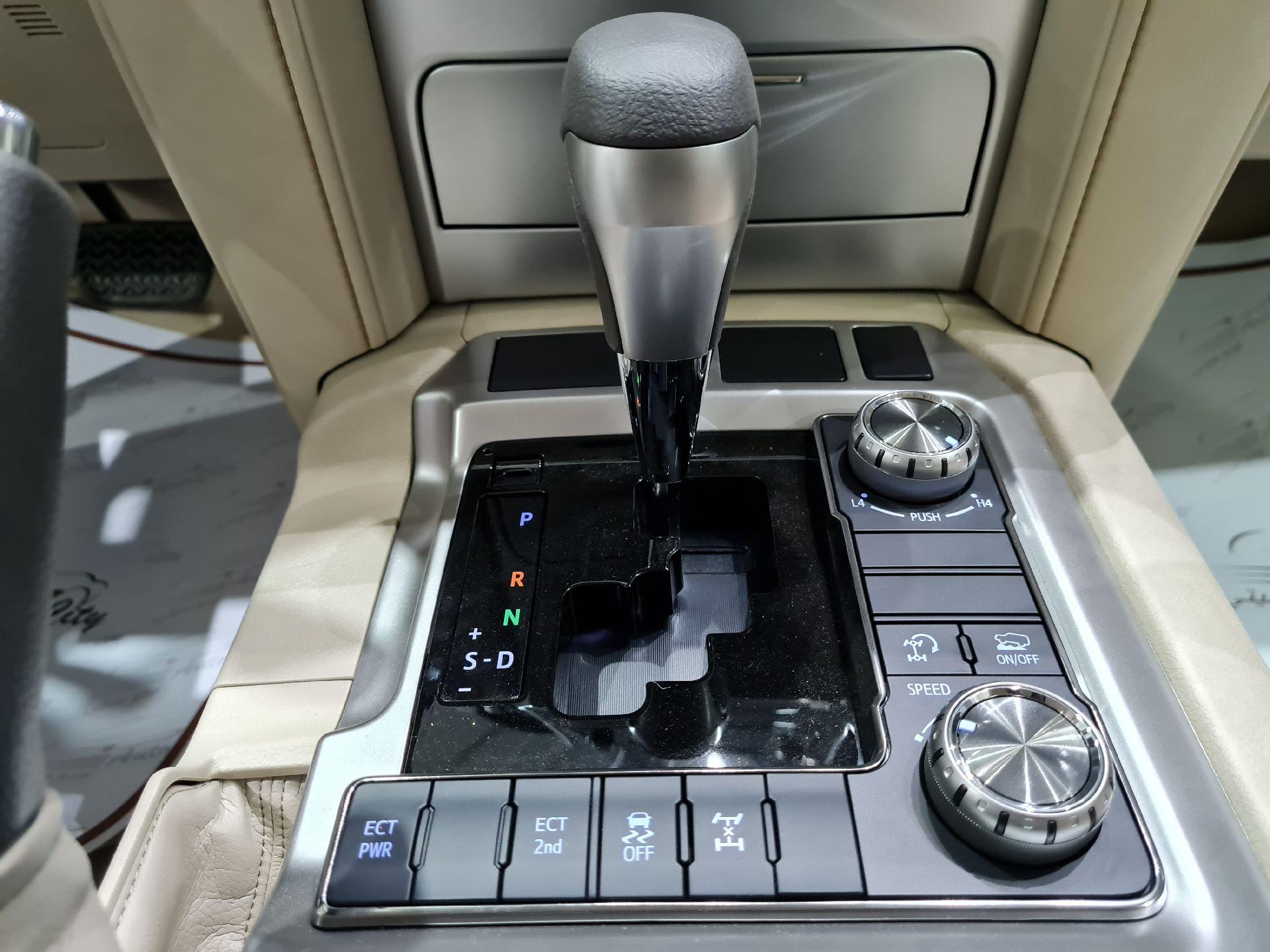 تويوتا لاندكروزر GXR1 2021 ستاندر عماني للبيع في الرياض - السعودية - صورة كبيرة - 11