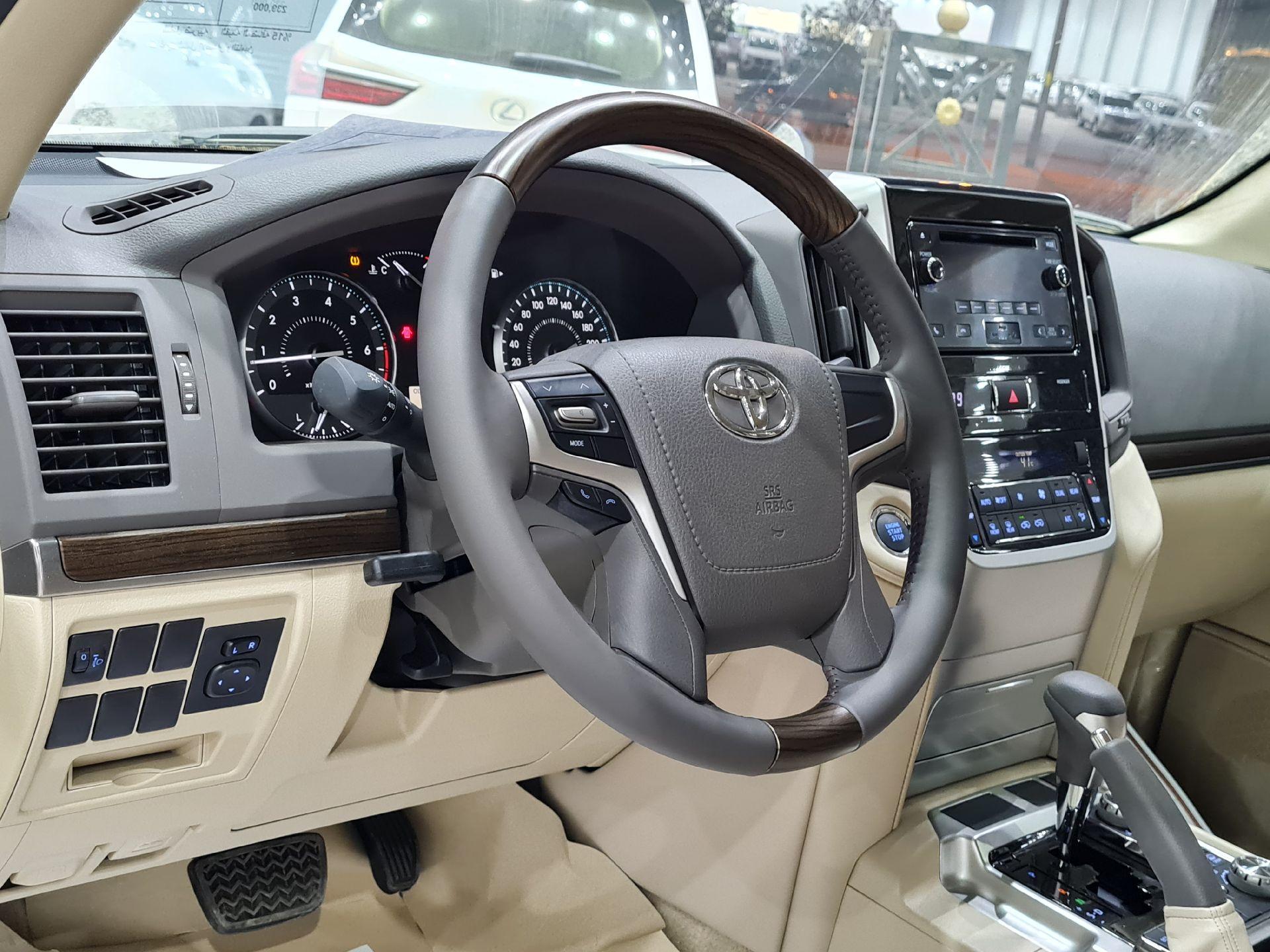 تويوتا لاندكروزر GXR1 2021 ستاندر عماني للبيع في الرياض - السعودية - صورة كبيرة - 9