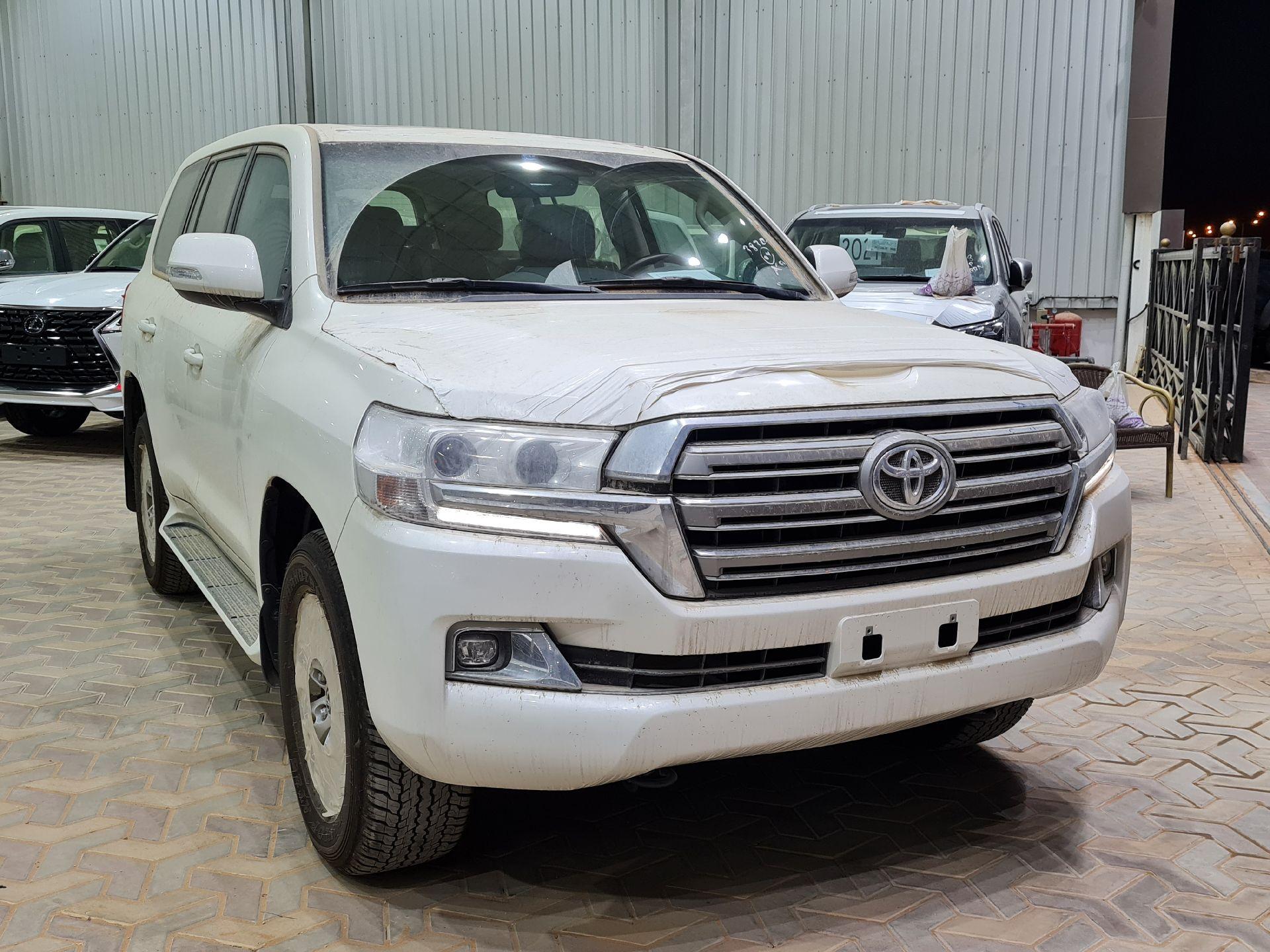 تويوتا لاندكروزر GXR2 2021 نص فل عماني للبيع في الرياض - السعودية - صورة كبيرة - 5