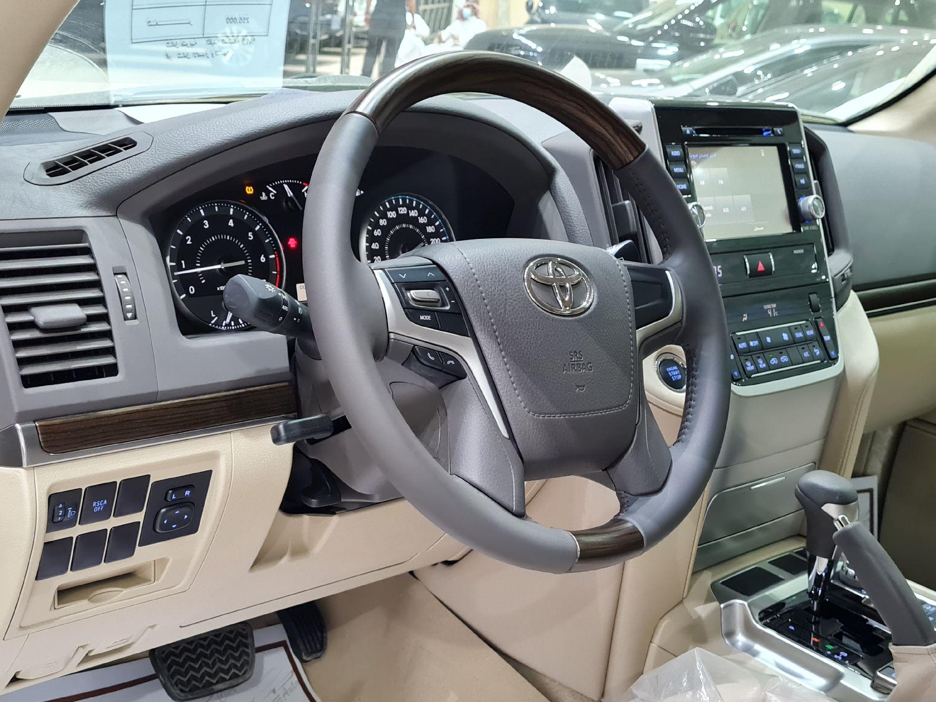 تويوتا لاندكروزر GXR2 2021 نص فل عماني للبيع في الرياض - السعودية - صورة كبيرة - 9