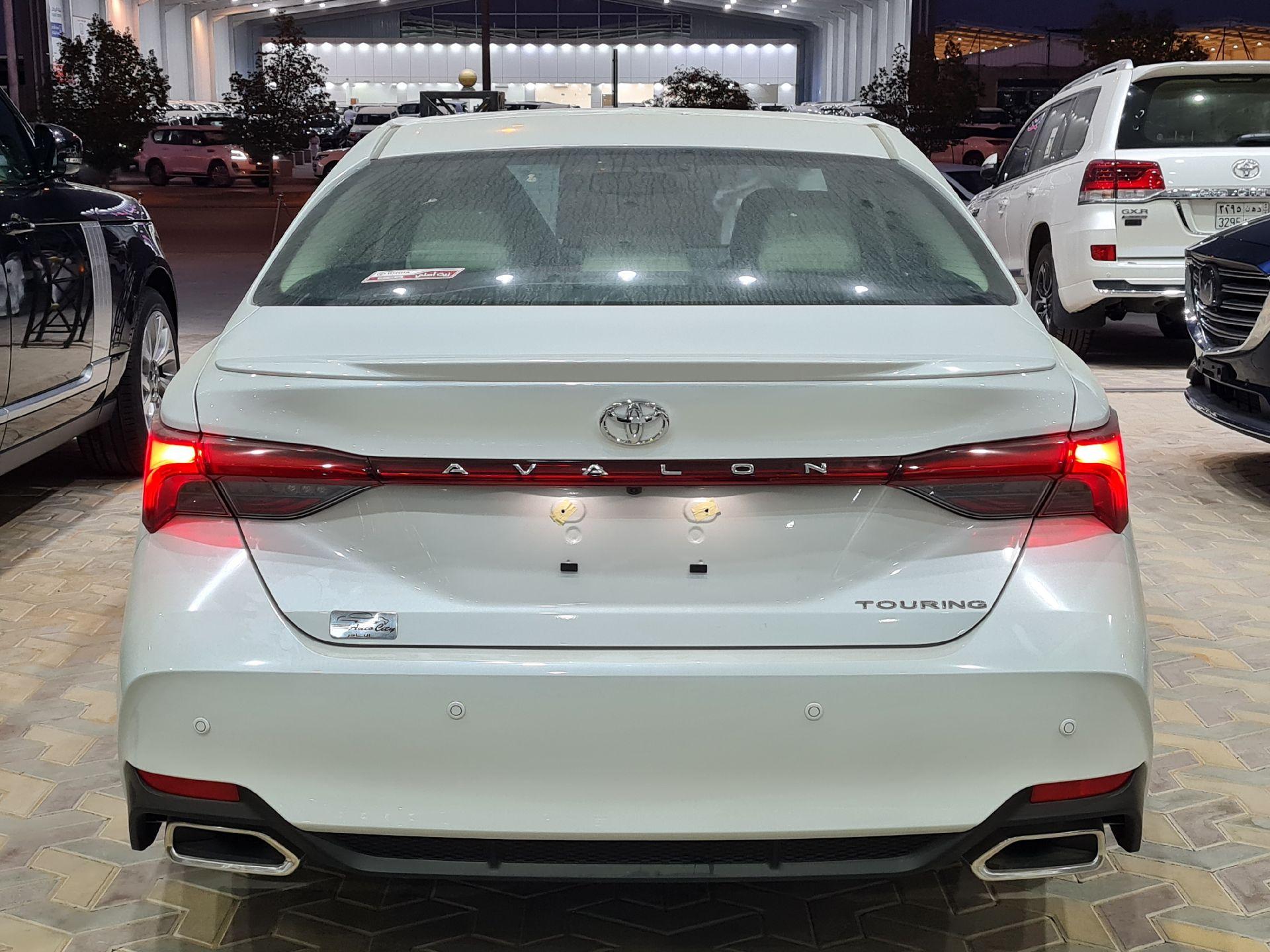 تويوتا افالون Touring نص فل 2021  سعودي جديد للبيع في الرياض - السعودية - صورة كبيرة - 7