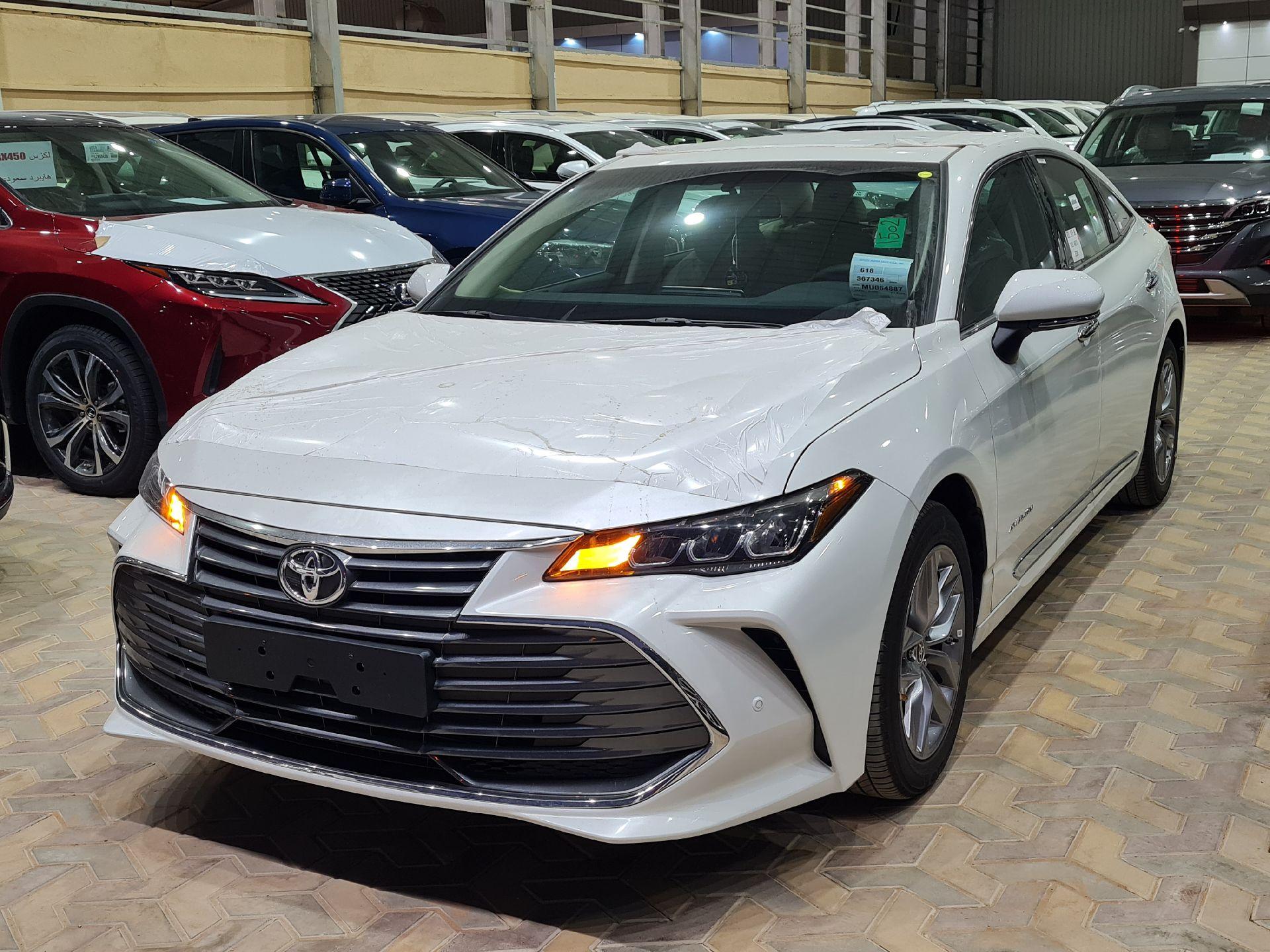 تويوتا افالون Touring نص فل 2021  سعودي جديد للبيع في الرياض - السعودية - صورة كبيرة - 1
