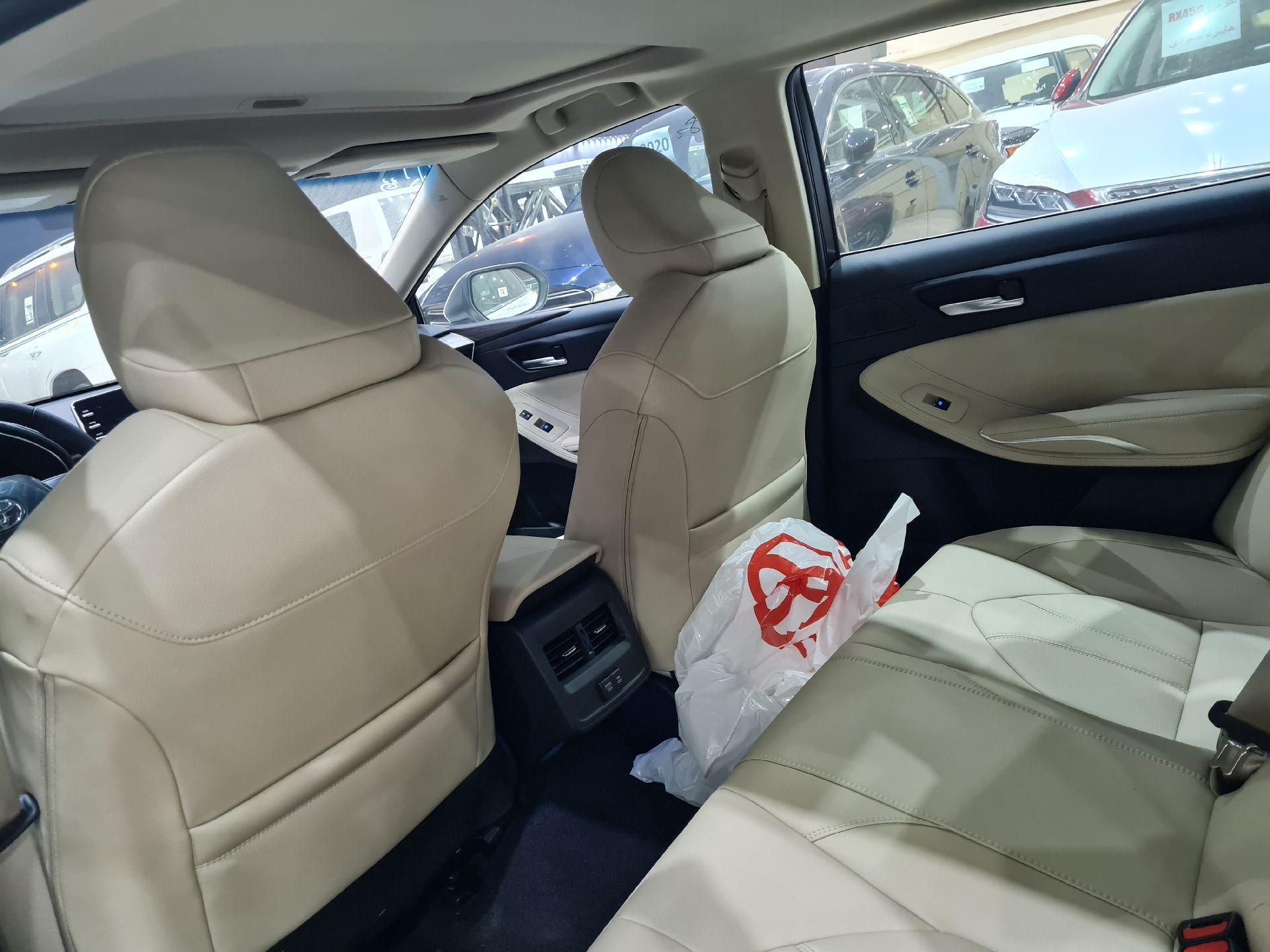 تويوتا افالون Touring نص فل 2021  سعودي جديد للبيع في الرياض - السعودية - صورة كبيرة - 13