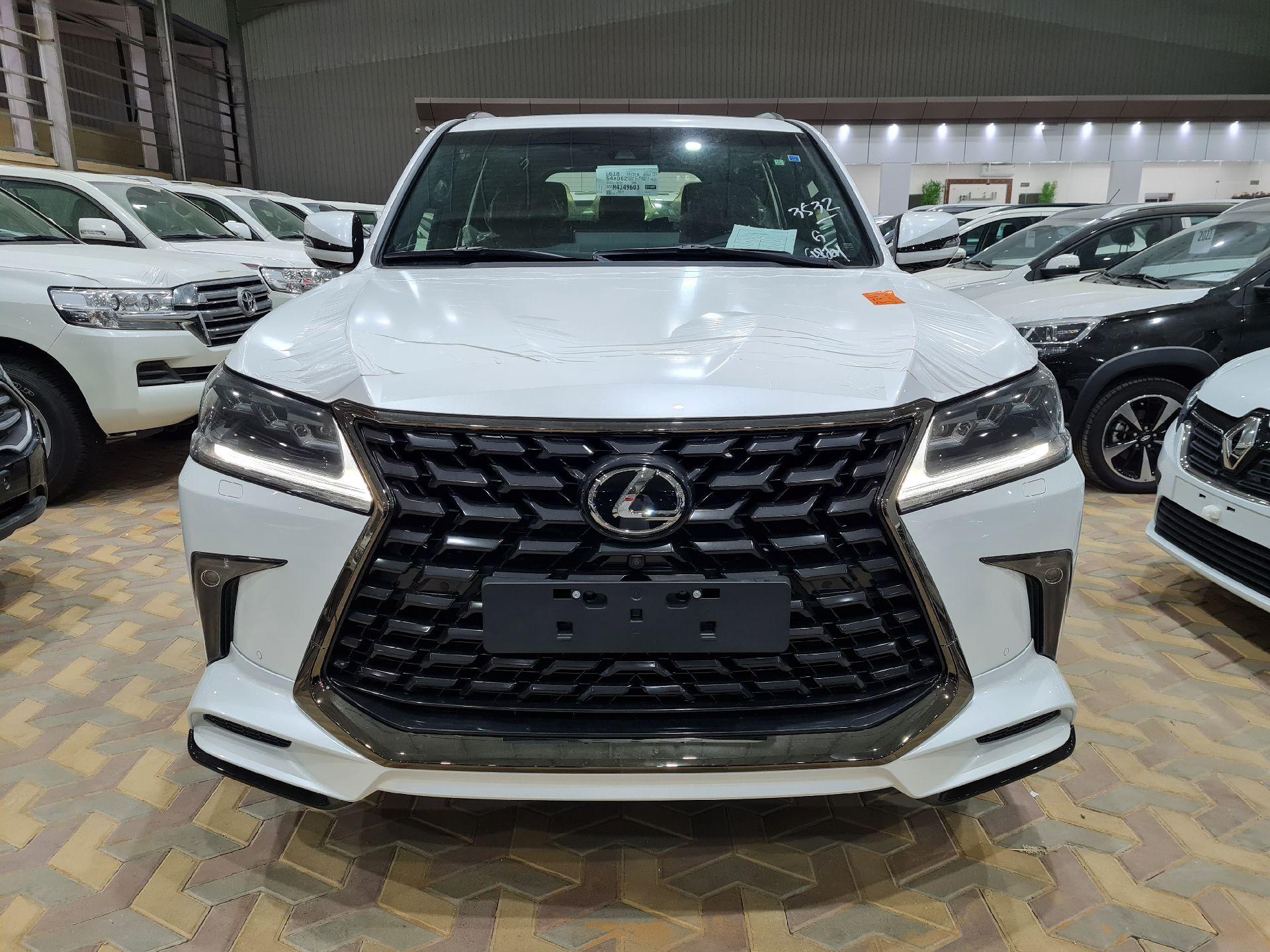 لكزس LX 570 Black Ed. فل  2021 دبل سعودي جديد للبيع في الرياض - السعودية - صورة كبيرة - 4
