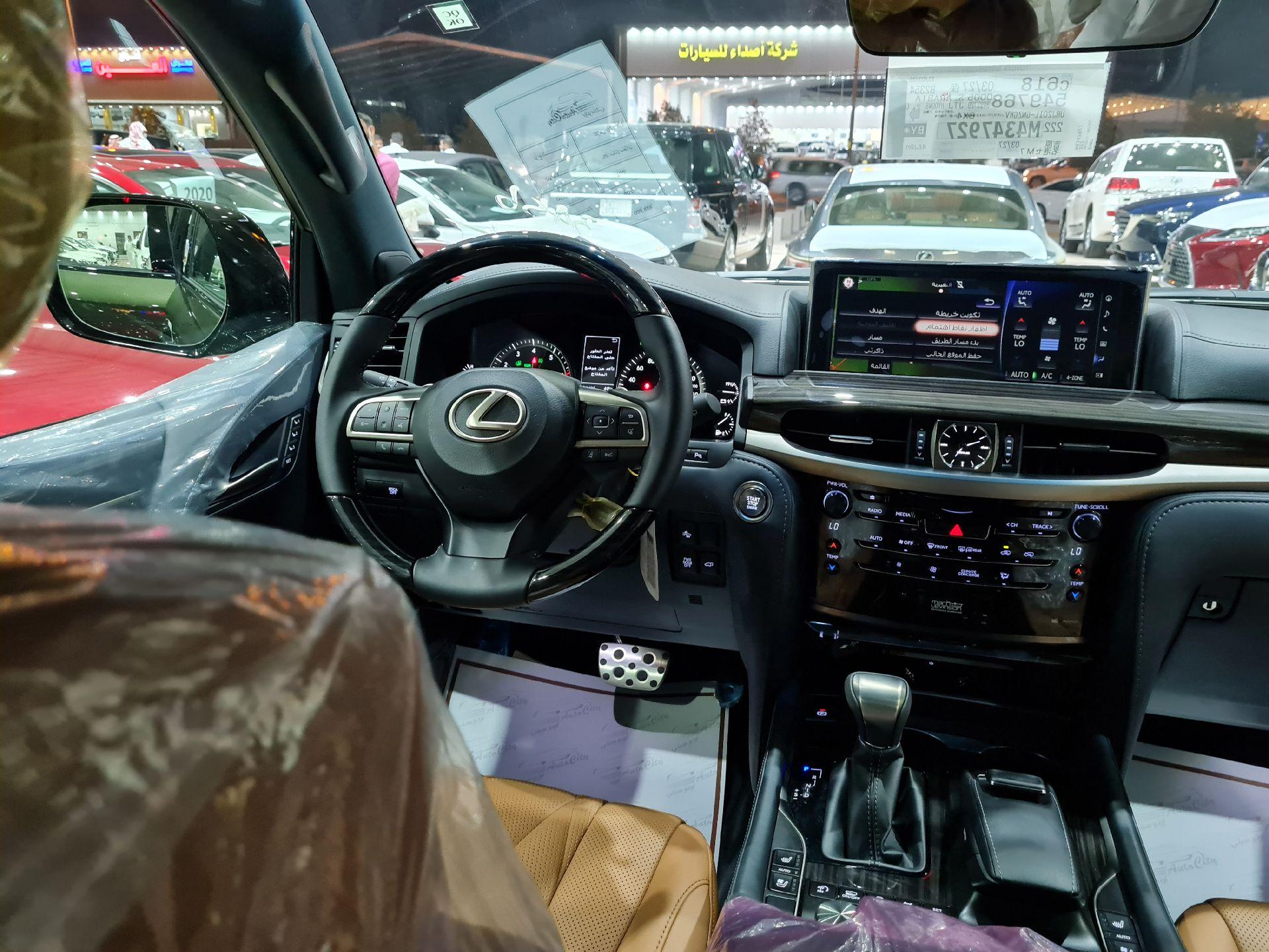 لكزس LX 570 Black Ed. 2021 فل سعودي للبيع في الرياض - السعودية - صورة كبيرة - 13