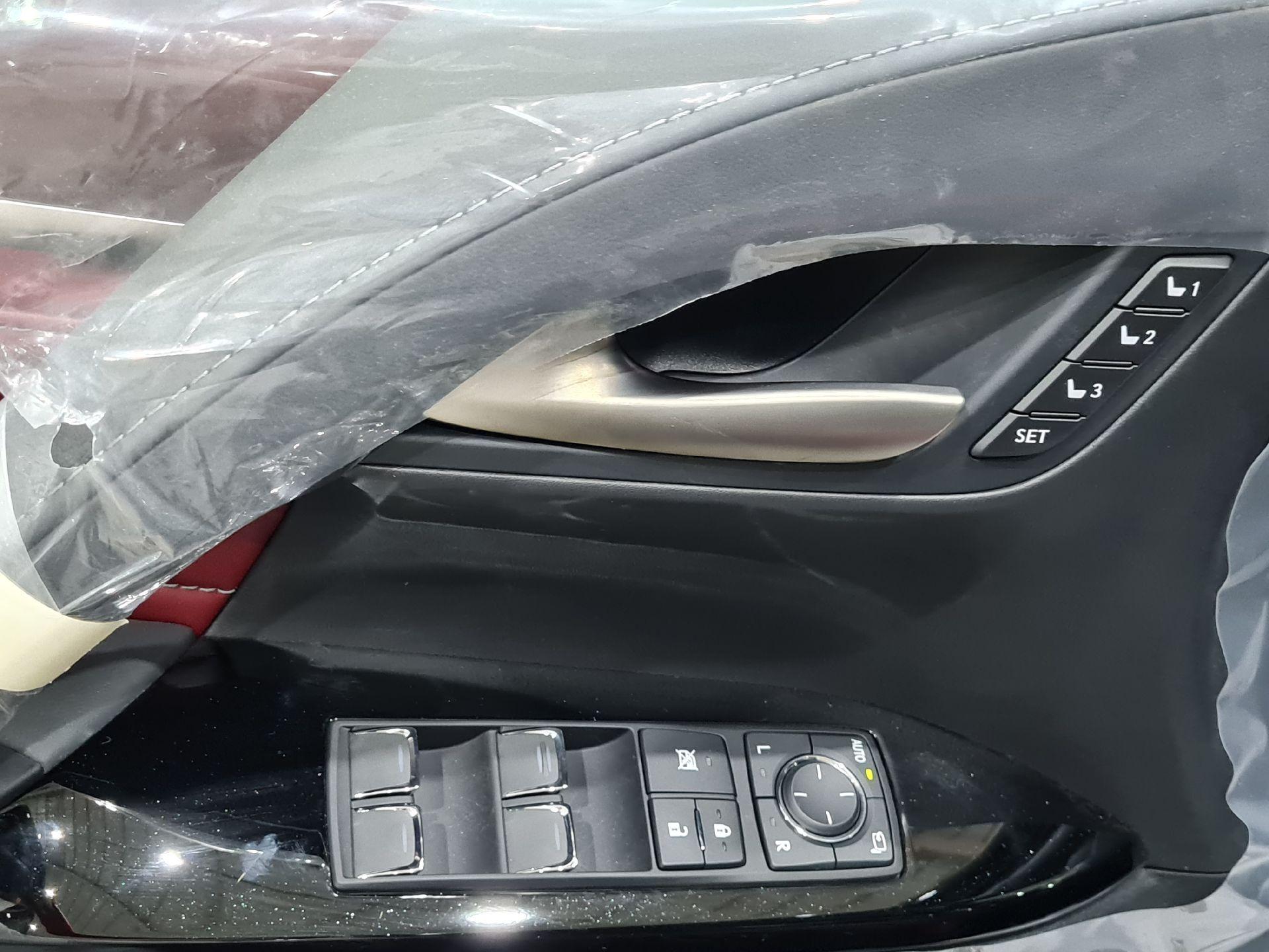 لكزس LX 570 Black Ed.فل 2021 دبل خليجي جديد للبيع في الرياض - السعودية - صورة كبيرة - 8