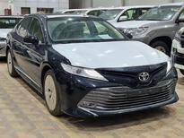 مباع - تويوتا كامري Limited فل 2020 خليجي جديد للبيع في الرياض - السعودية - صورة صغيرة - 3