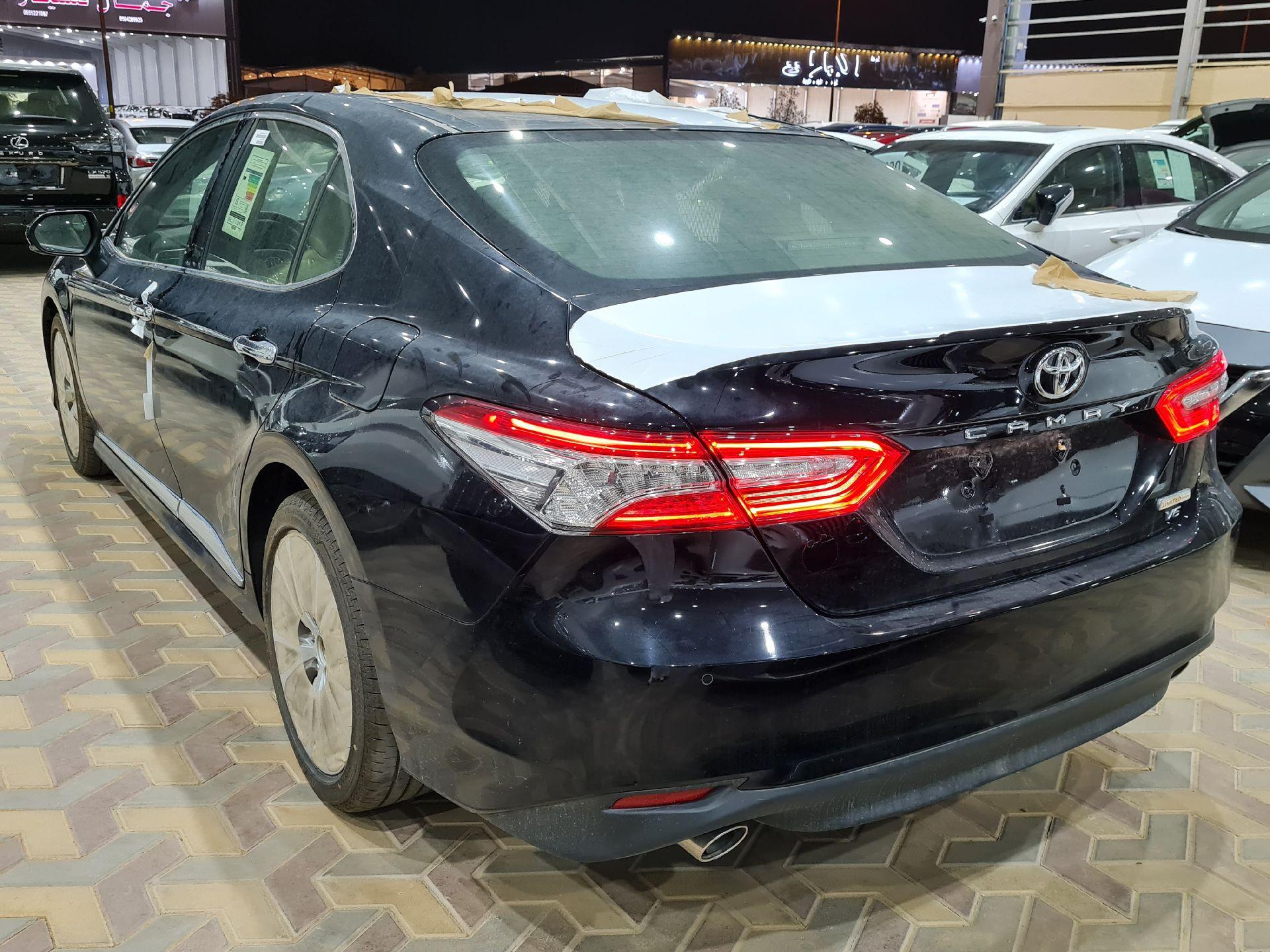 مباع - تويوتا كامري Limited فل 2020 خليجي جديد للبيع في الرياض - السعودية - صورة كبيرة - 2