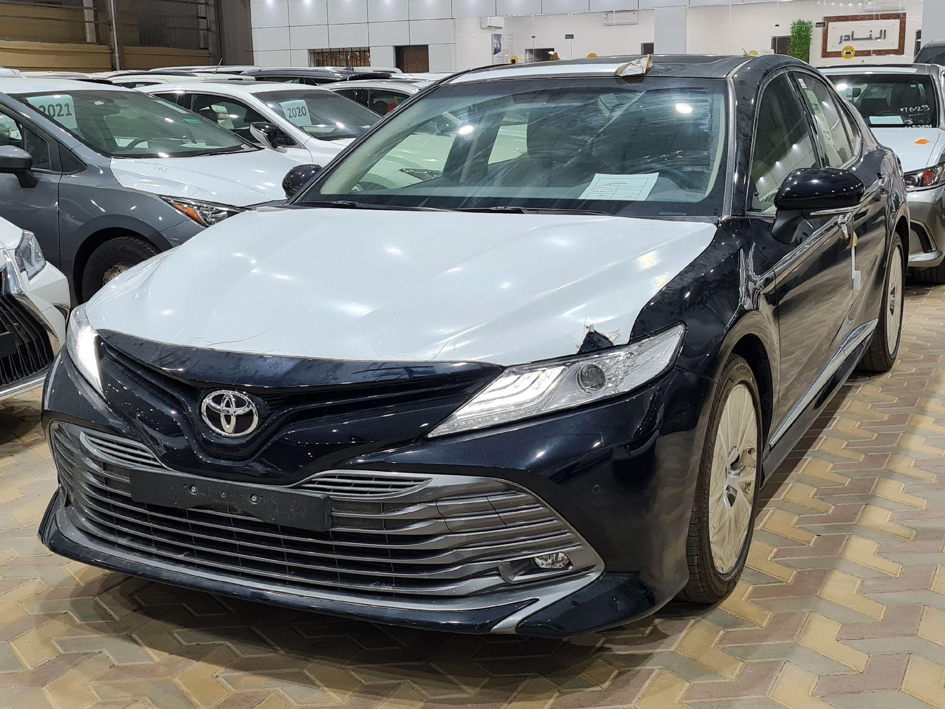 مباع - تويوتا كامري Limited فل 2020 خليجي جديد للبيع في الرياض - السعودية - صورة كبيرة - 1
