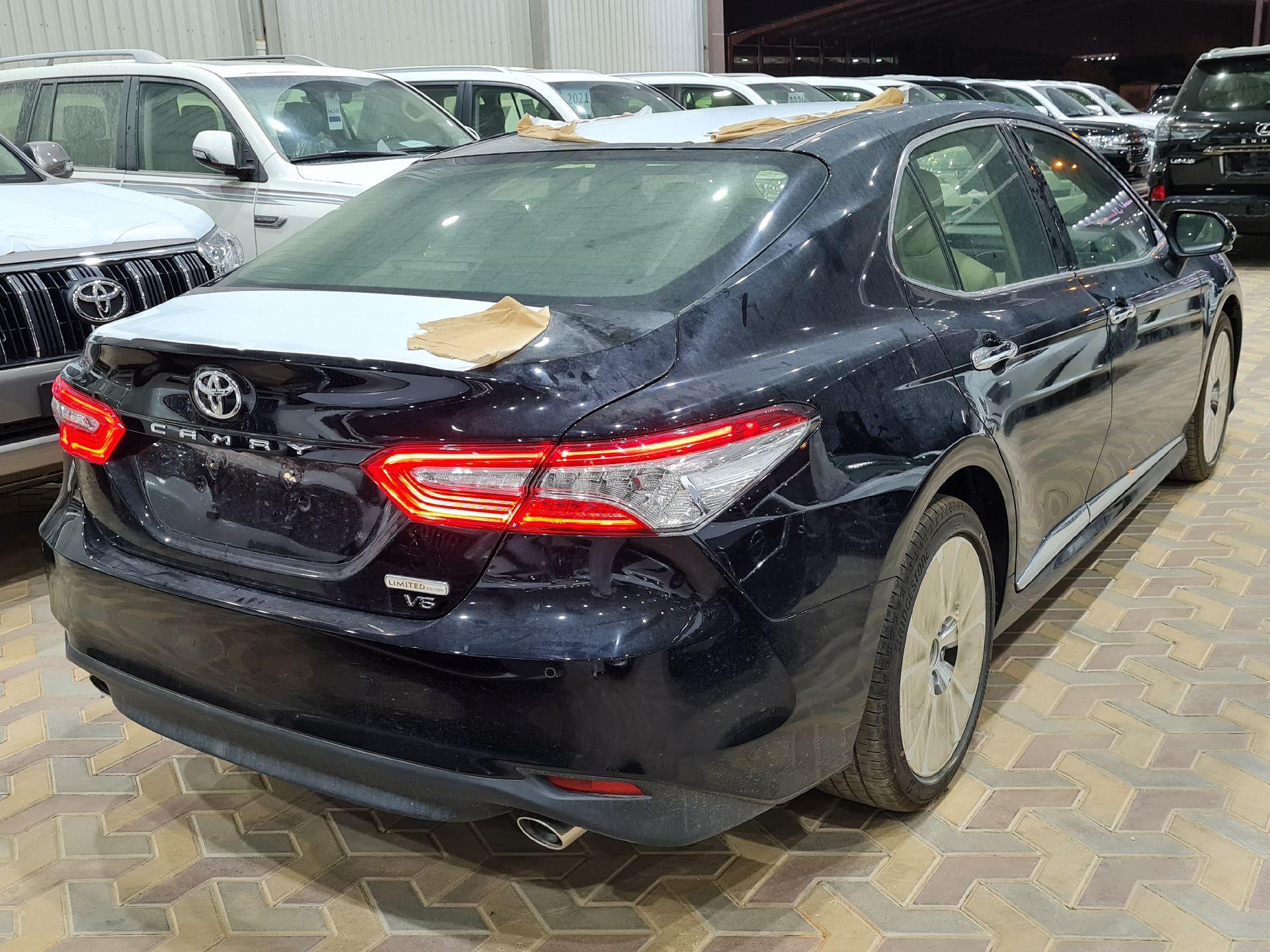 مباع - تويوتا كامري Limited فل 2020 خليجي جديد للبيع في الرياض - السعودية - صورة كبيرة - 5