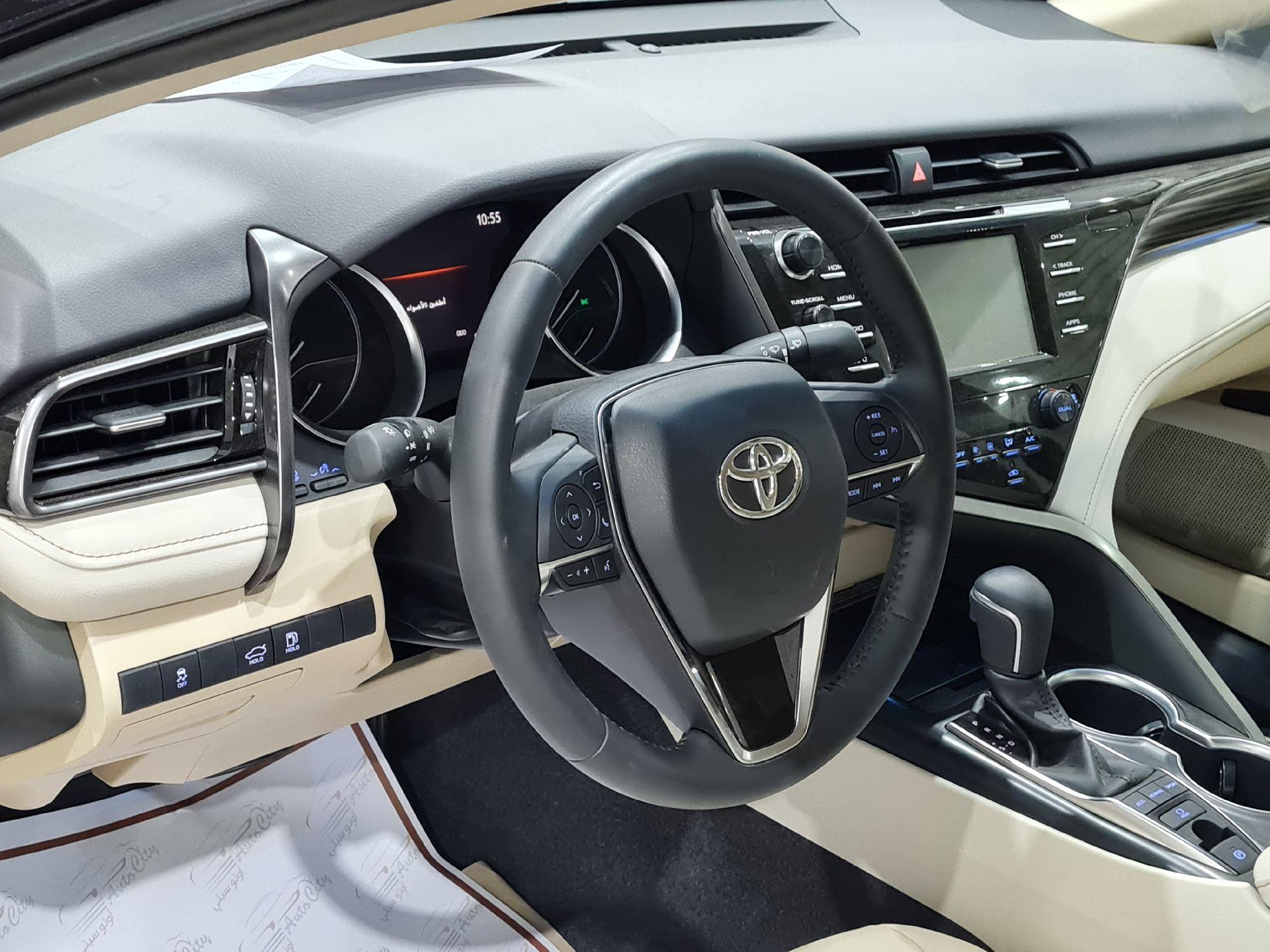 مباع - تويوتا كامري Limited فل 2020 خليجي جديد للبيع في الرياض - السعودية - صورة كبيرة - 7