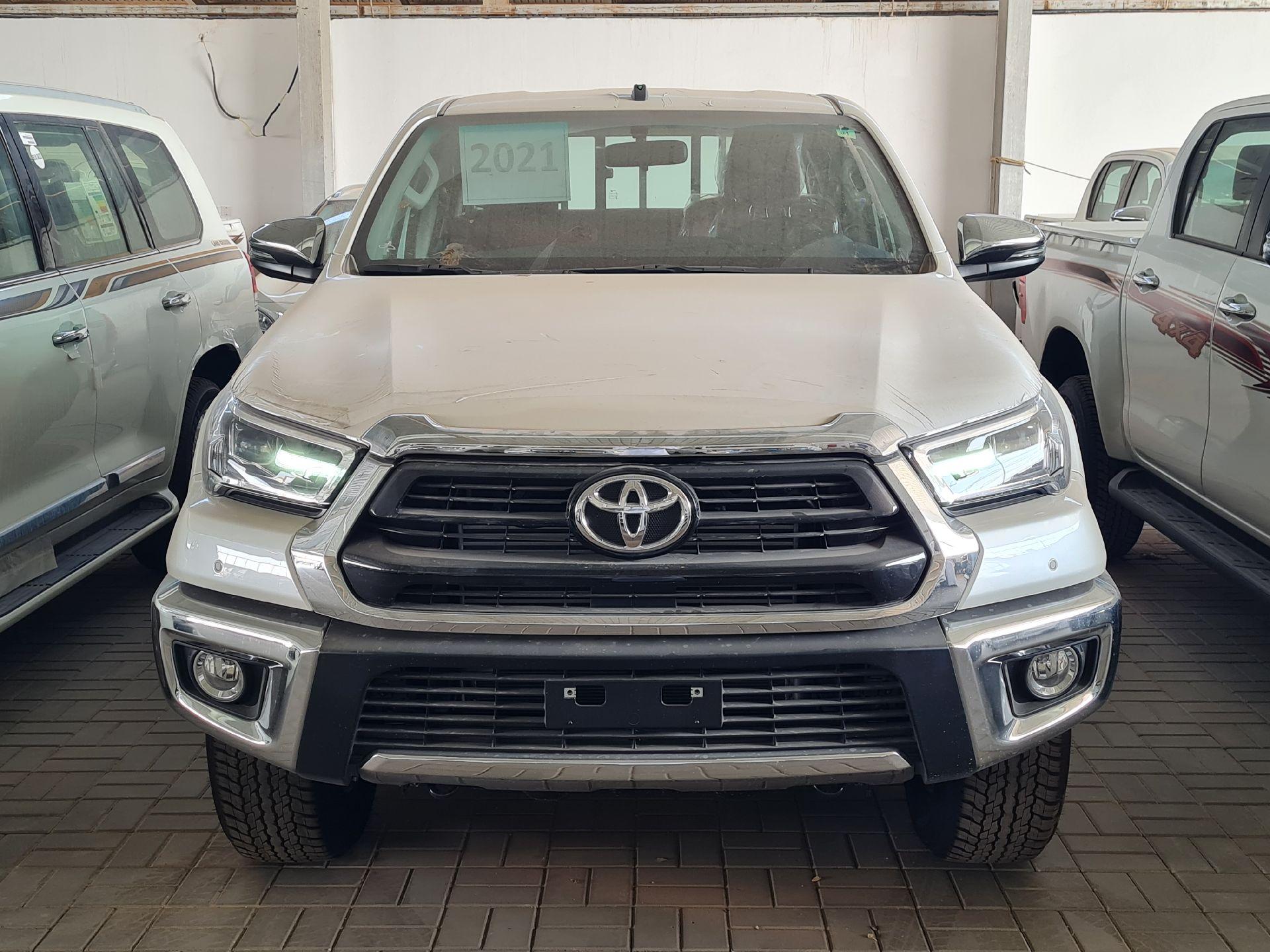 تويوتا هايلكس 2021 للبيع للبيع في الرياض - السعودية - صورة كبيرة - 3