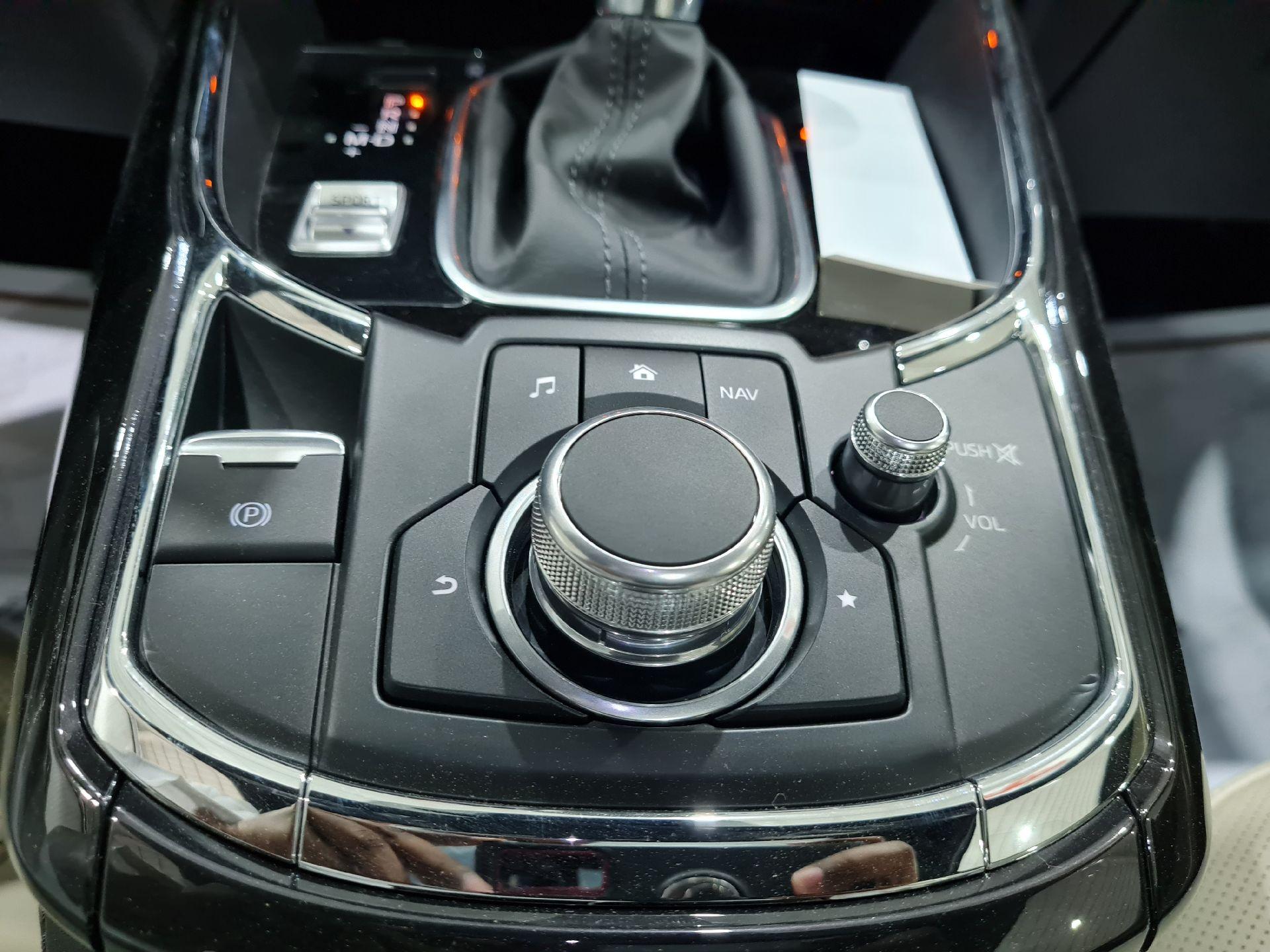مازدا CX9 فل 2020 دبل خليجي جديد للبيع في الرياض - السعودية - صورة كبيرة - 15
