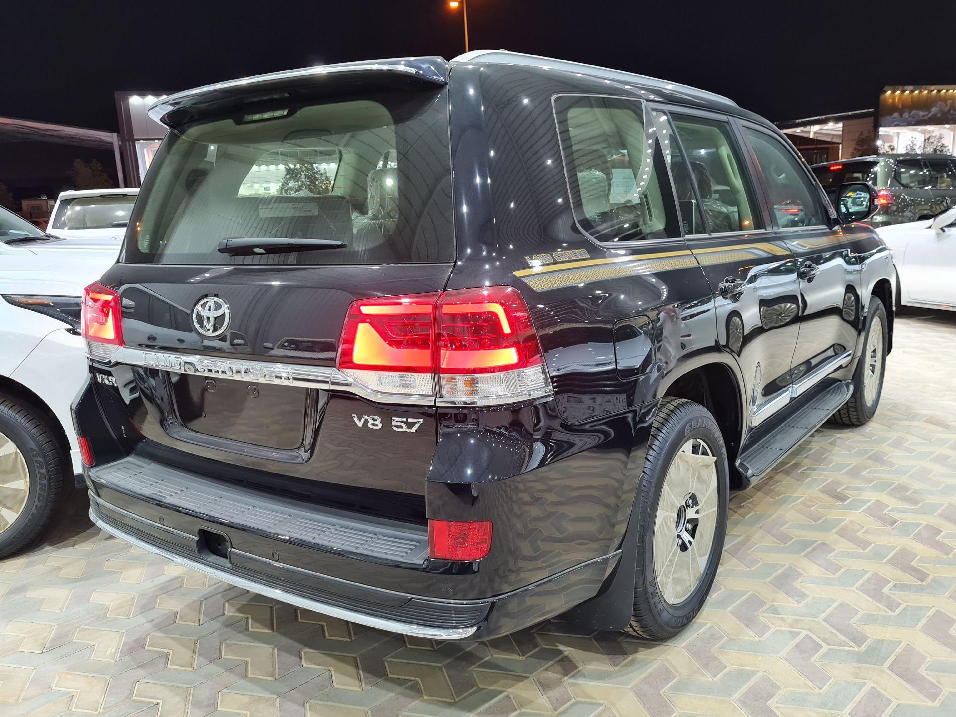 تويوتا لاندكروزر VXR فل  2021 دبل بريمي جديد للبيع في الرياض - السعودية - صورة كبيرة - 6