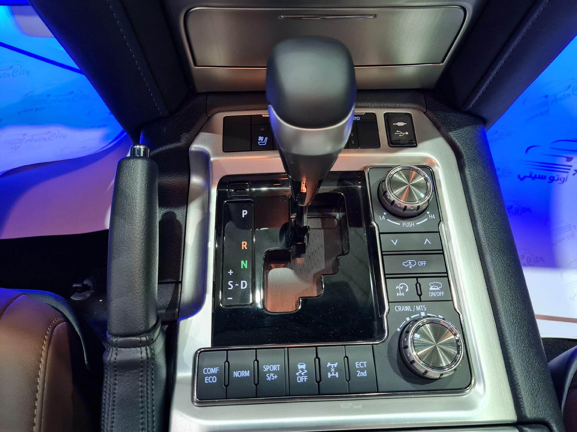 تويوتا لاندكروزر VXR فل  2021 دبل بريمي جديد للبيع في الرياض - السعودية - صورة كبيرة - 9