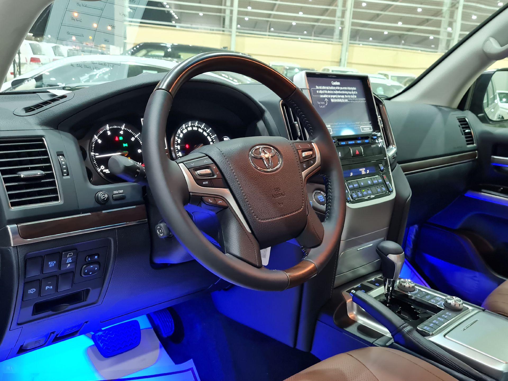 تويوتا لاندكروزر VXR فل  2021 دبل بريمي جديد للبيع في الرياض - السعودية - صورة كبيرة - 7
