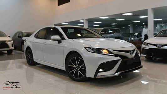 سيارة  تويوتا كامري 2021 SE  (سلندر 4 ) سعودي جديد للبيع
