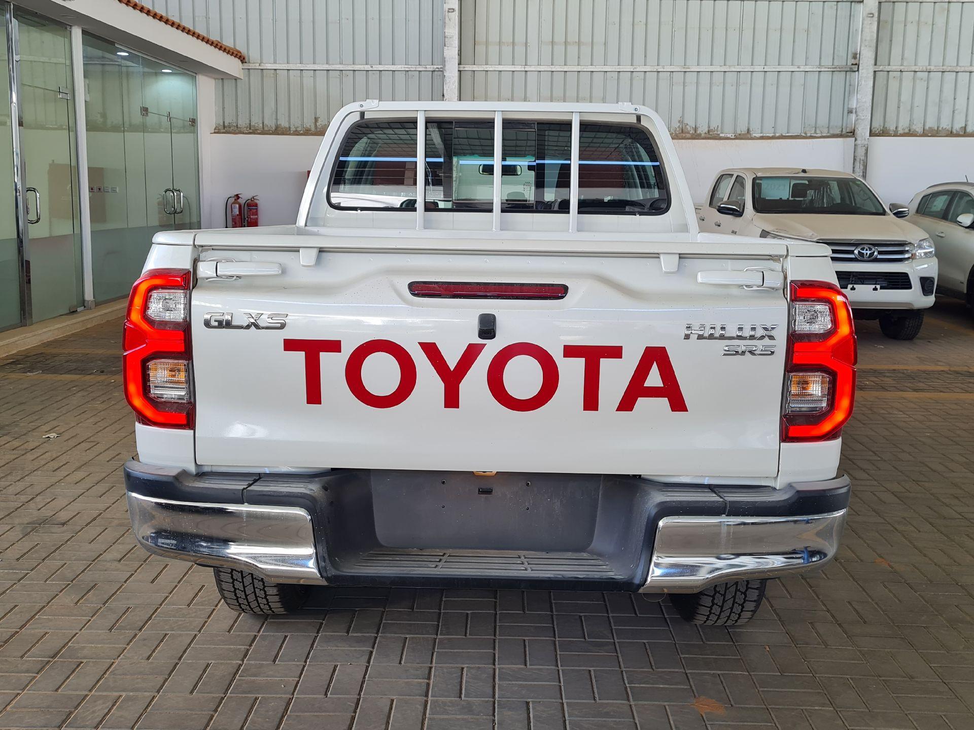 تويوتا هايلكس GLX.S 2021 فل بريمي للبيع في الرياض - السعودية - صورة كبيرة - 6