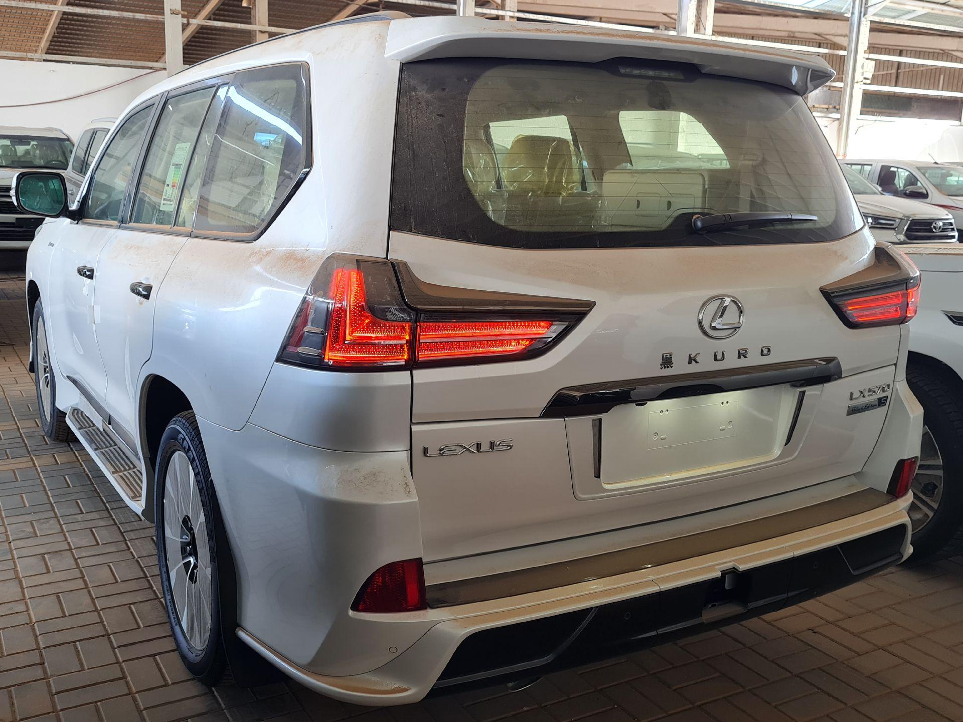 لكزس LX 2021 للبيع للبيع في الرياض - السعودية - صورة كبيرة - 3