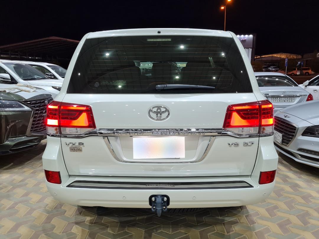 تويوتا لاندكروزر VXR خليجي 2021 فل للبيع في الرياض - السعودية - صورة كبيرة - 2