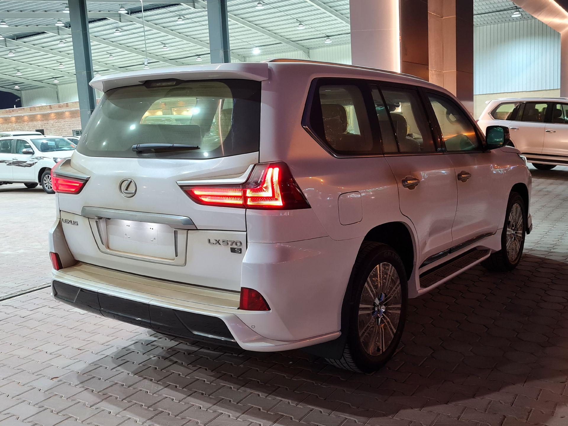 لكزس LX 570-S Sport فل 2021 دبل سعودي جديد للبيع في الرياض - السعودية - صورة كبيرة - 2
