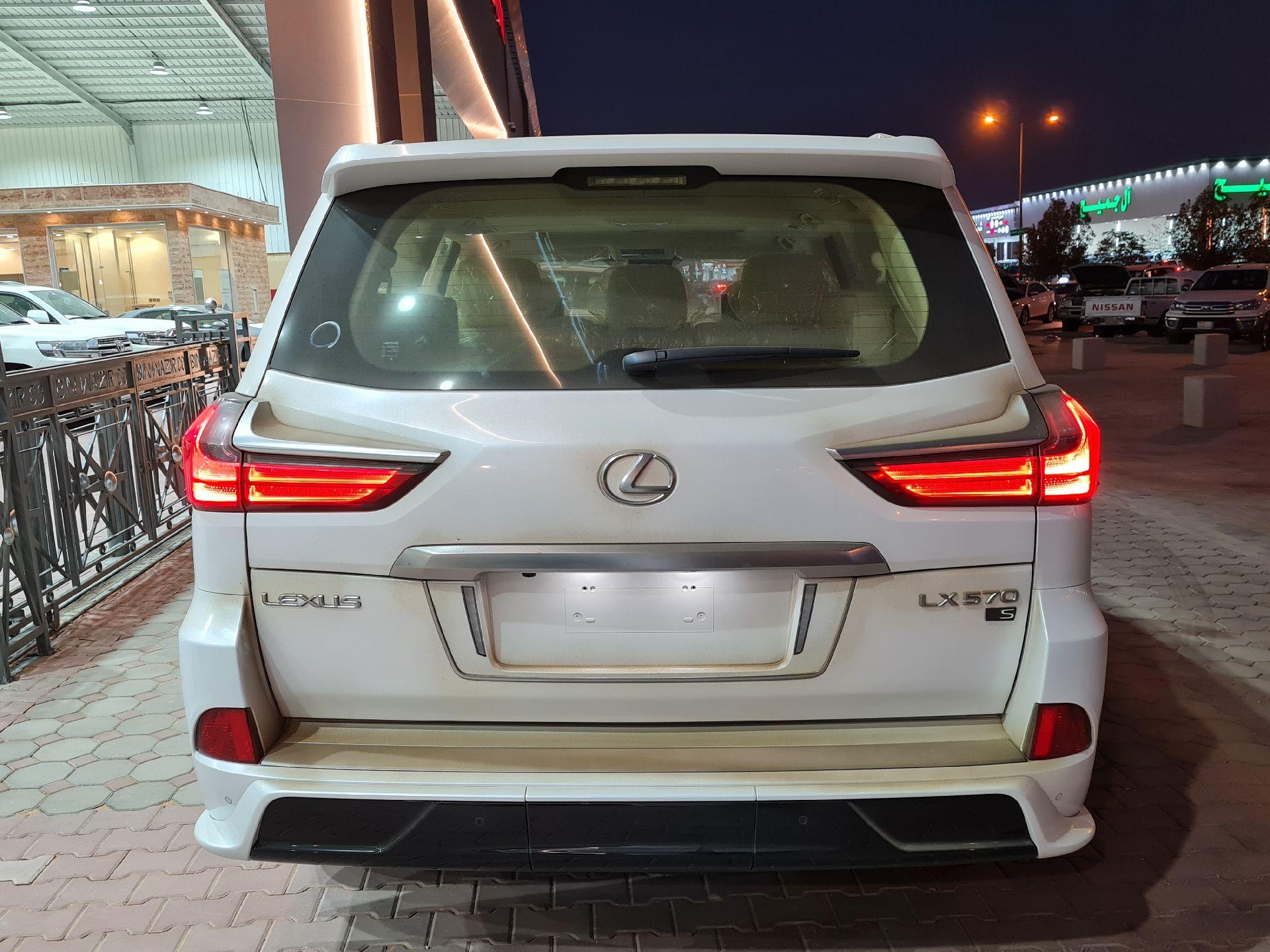 لكزس LX 570-S Sport فل 2021 دبل سعودي جديد للبيع في الرياض - السعودية - صورة كبيرة - 5