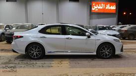 تويوتا كامري 2021 لومير  فل هايبرد سعودي  للبيع في الرياض - السعودية - صورة صغيرة - 3