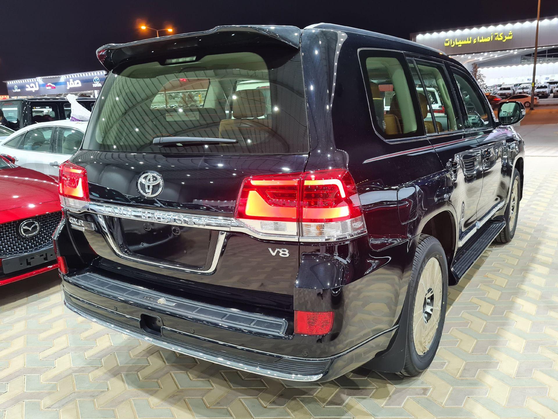 تويوتا لاندكروزر GXR قراند تورنج 2021 فل دبل خليجي جديد للبيع في الرياض - السعودية - صورة كبيرة - 8