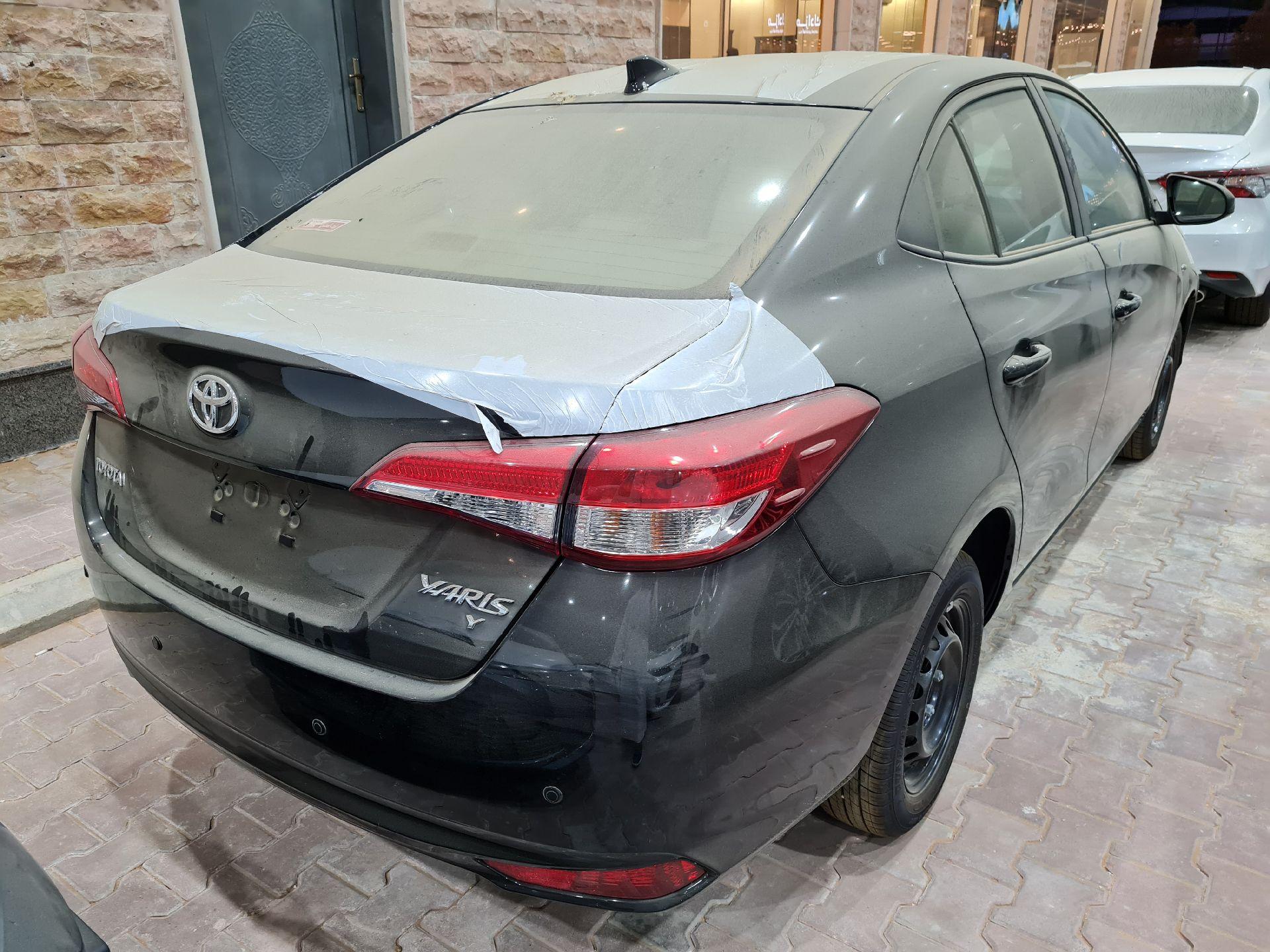 مباع - تويوتا يارس Y FLT 2021 ستاندر سعودي للبيع في الرياض - السعودية - صورة كبيرة - 3
