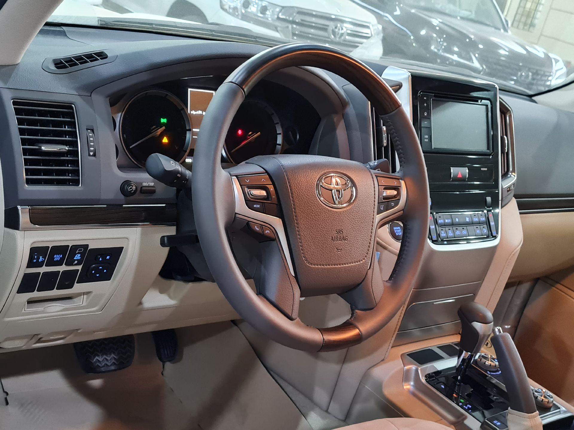 تويوتا لاندكروزر VXR1 2021 ستاندر خليجي للبيع في الرياض - السعودية - صورة كبيرة - 7