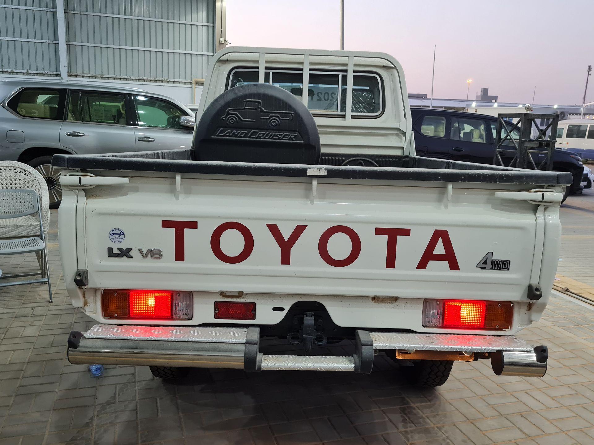 مباع - تويوتا شاص 2021 نص فل LX دبل غمارة سعودي جديد للبيع في الرياض - السعودية - صورة كبيرة - 3