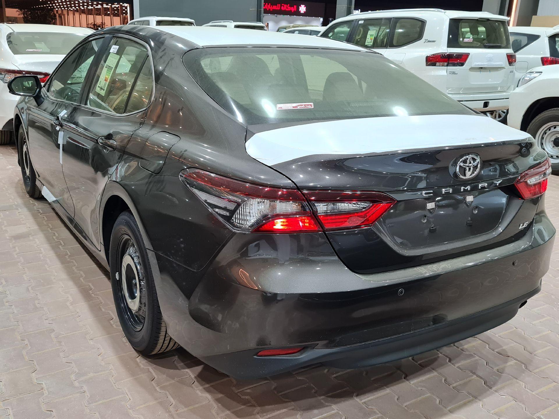 تويوتا كامري LE ستاندر 2021 سعودي جديد للبيع في الرياض - السعودية - صورة كبيرة - 2