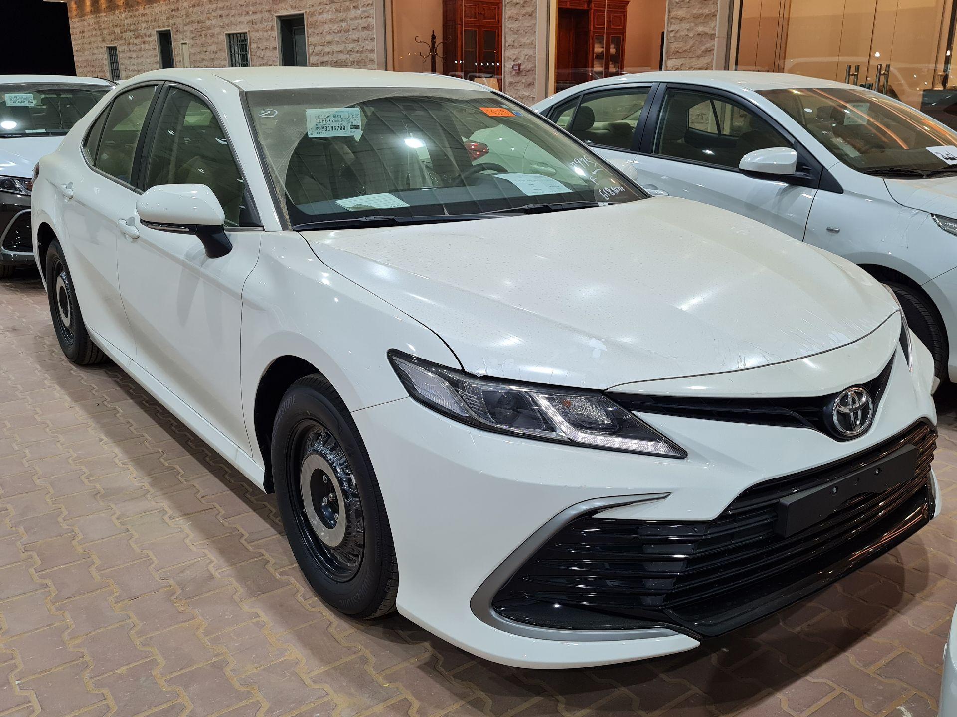 تويوتا كامري LE ستاندر 2021 سعودي جديد للبيع في الرياض - السعودية - صورة كبيرة - 3