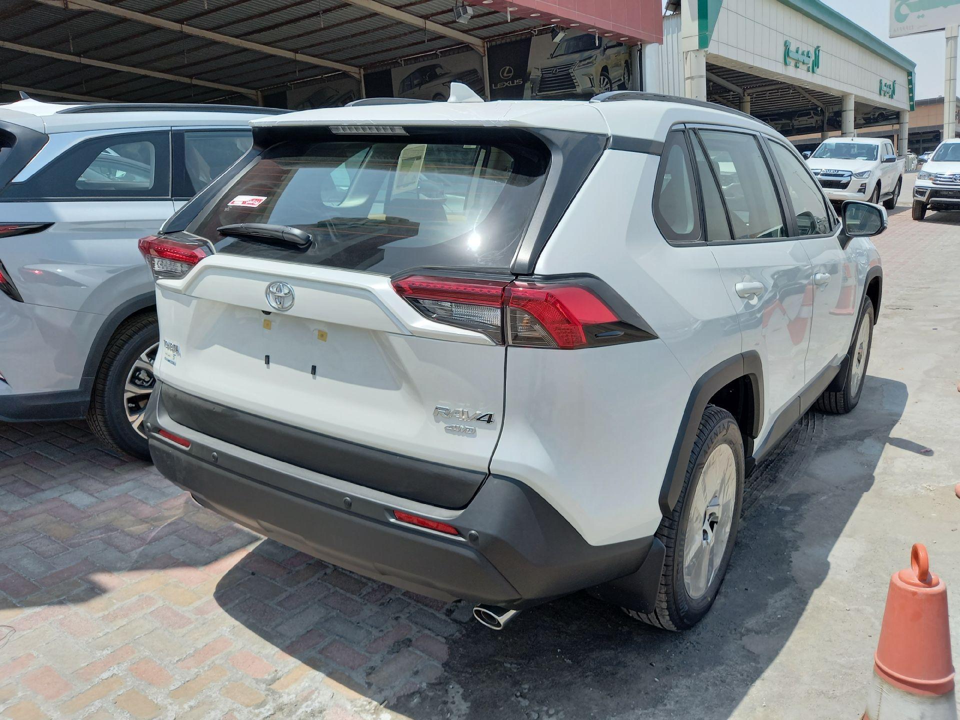 تويوتا راف فور 4WD XLE فل  2021 دبل سعودي جديد للبيع في الدمام - السعودية - صورة كبيرة - 3