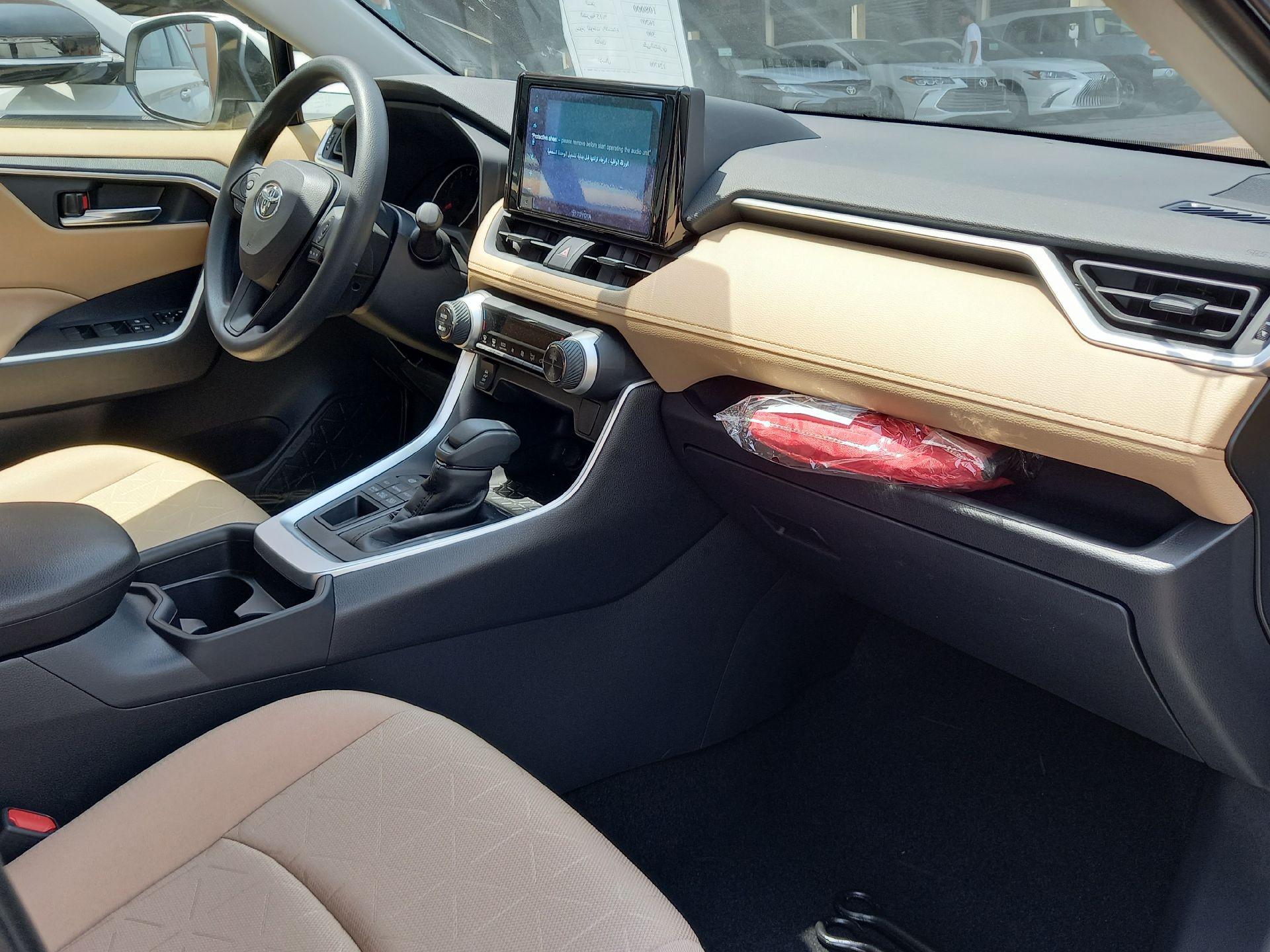 تويوتا راف فور 4WD XLE فل  2021 دبل سعودي جديد للبيع في الدمام - السعودية - صورة كبيرة - 10