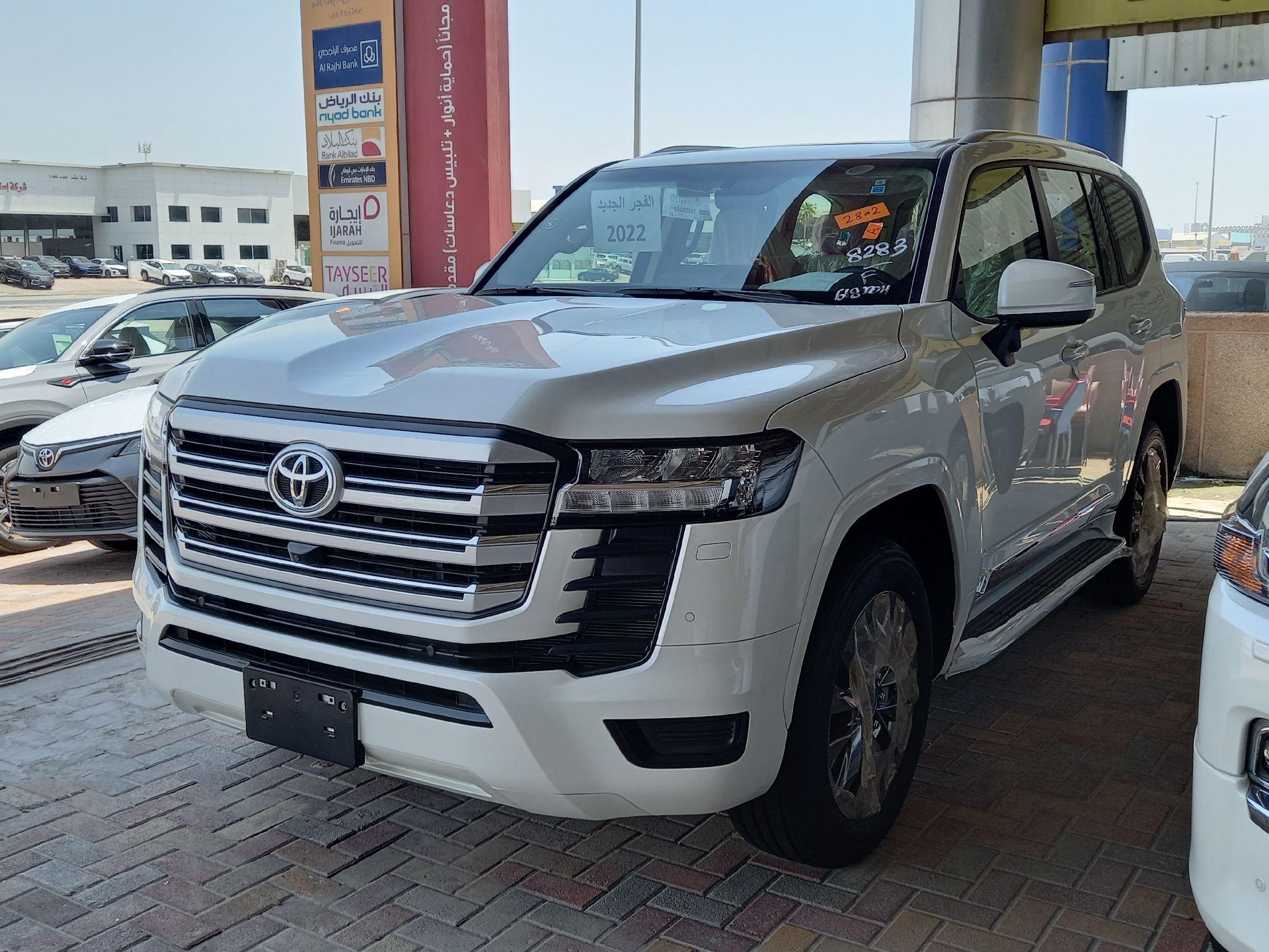 تويوتا لاندكروزر GXR3 فل  2022 دبل سعودي جديد للبيع في الدمام - السعودية - صورة كبيرة - 4