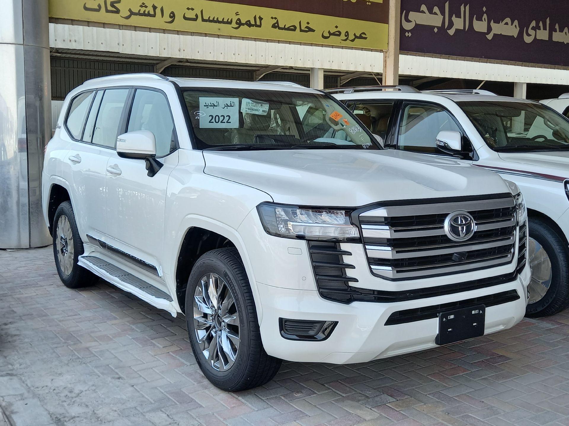 تويوتا لاندكروزر GXR3 فل  2022 دبل سعودي جديد للبيع في الدمام - السعودية - صورة كبيرة - 1